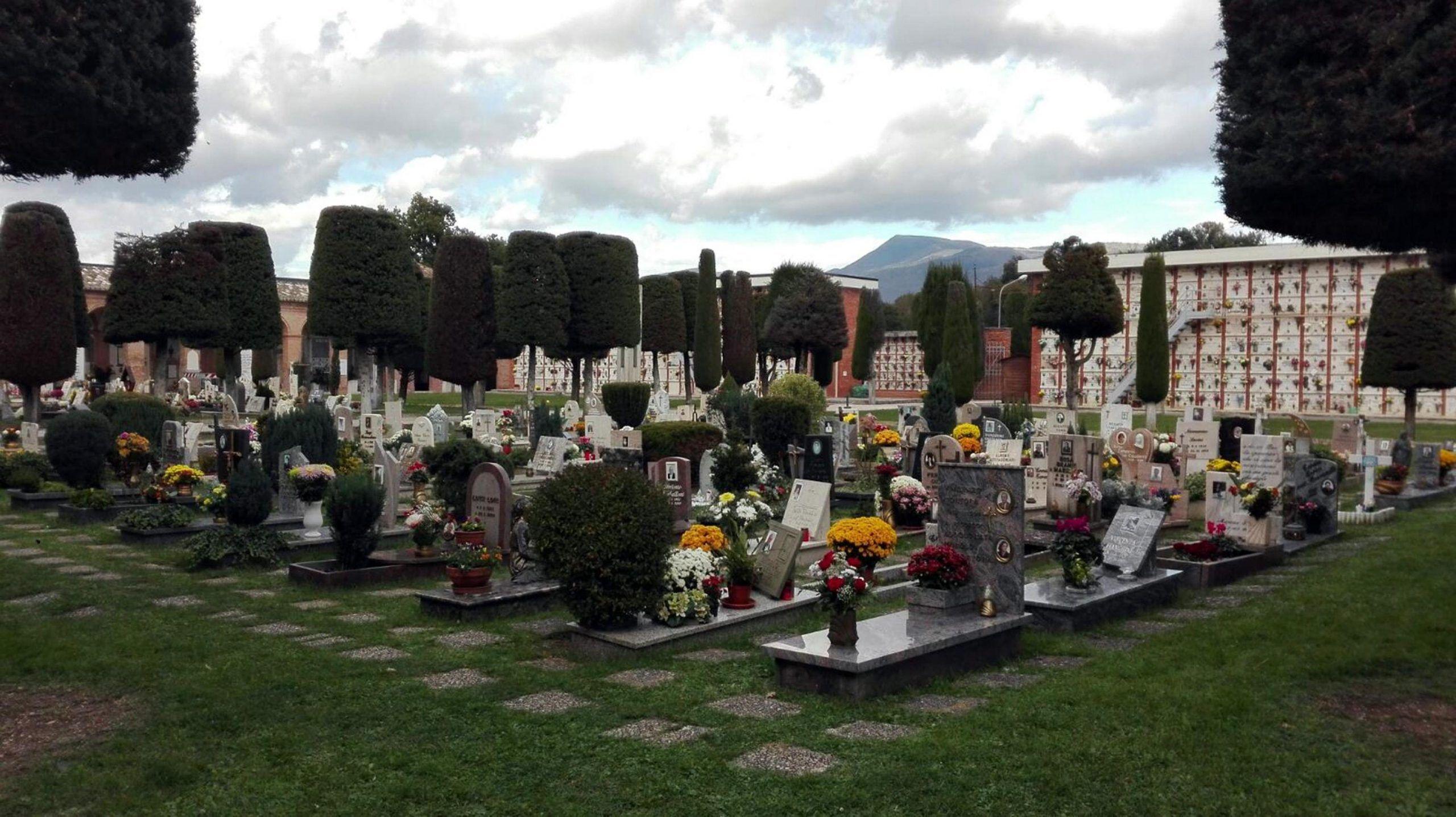 2 novembre in cimiteri del cratere,fiori tra le macerie