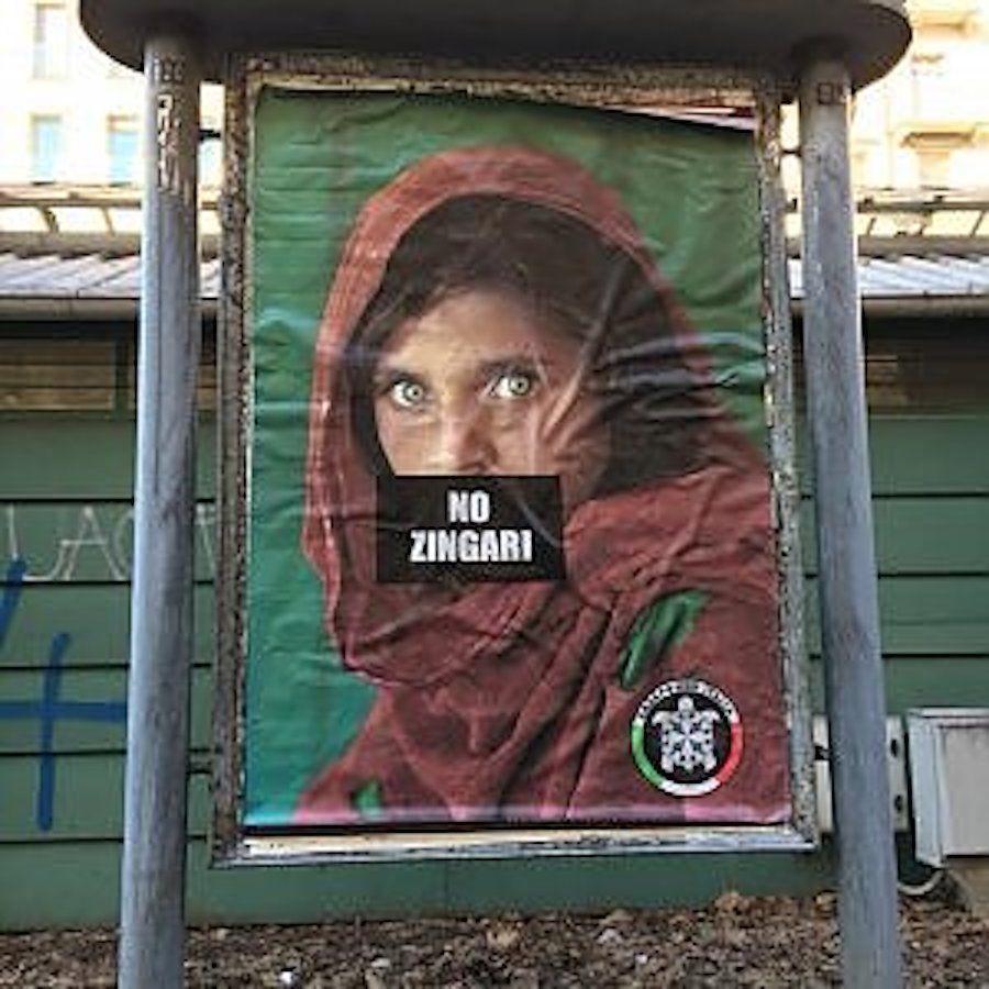 La ragazza afghana di Steve McCurry diventa 'zingara' sul cartello di CasaPound: mistero sulla firma