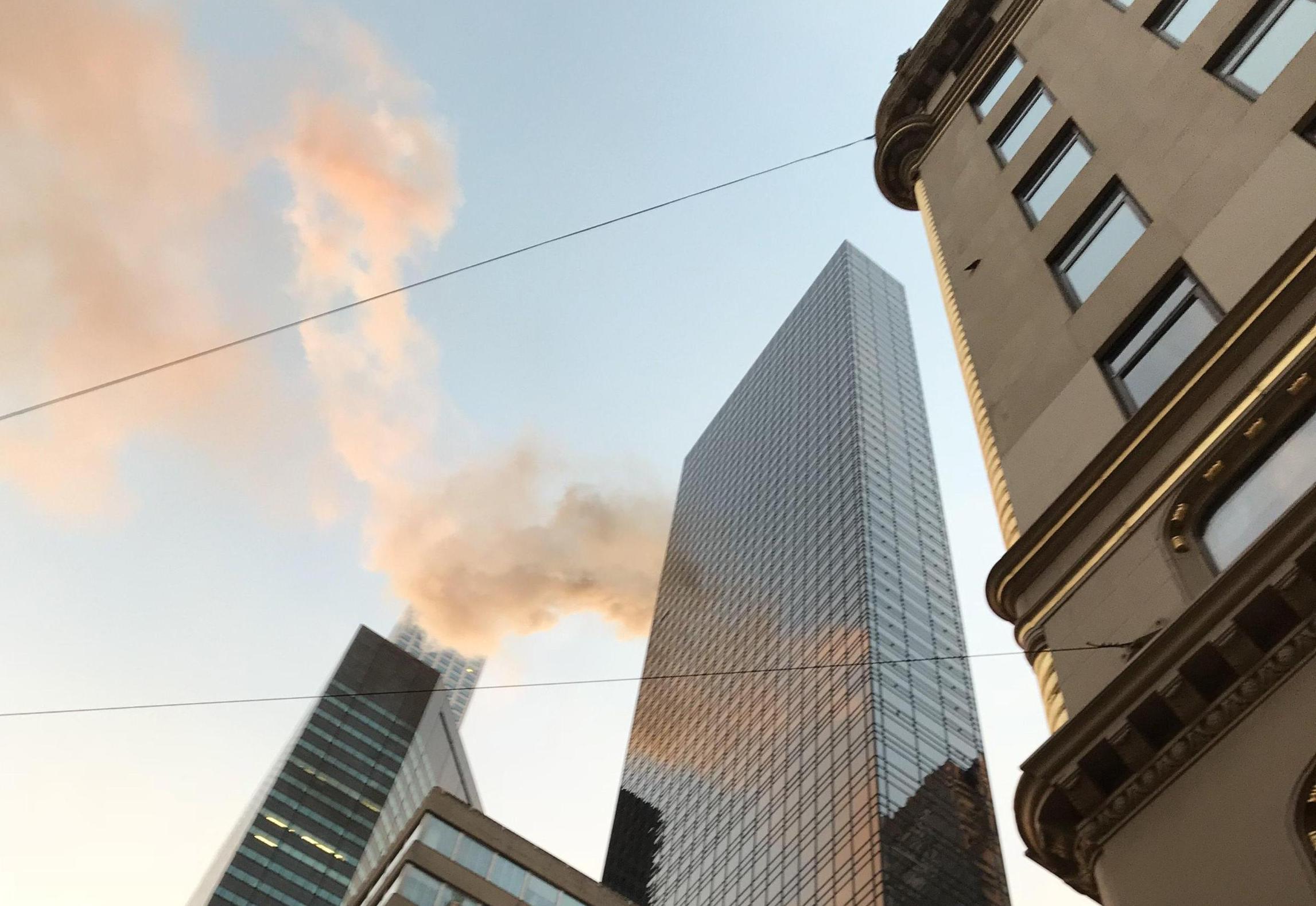 Incendio alla Trump Tower a New York, due feriti: la causa un cortocircuito