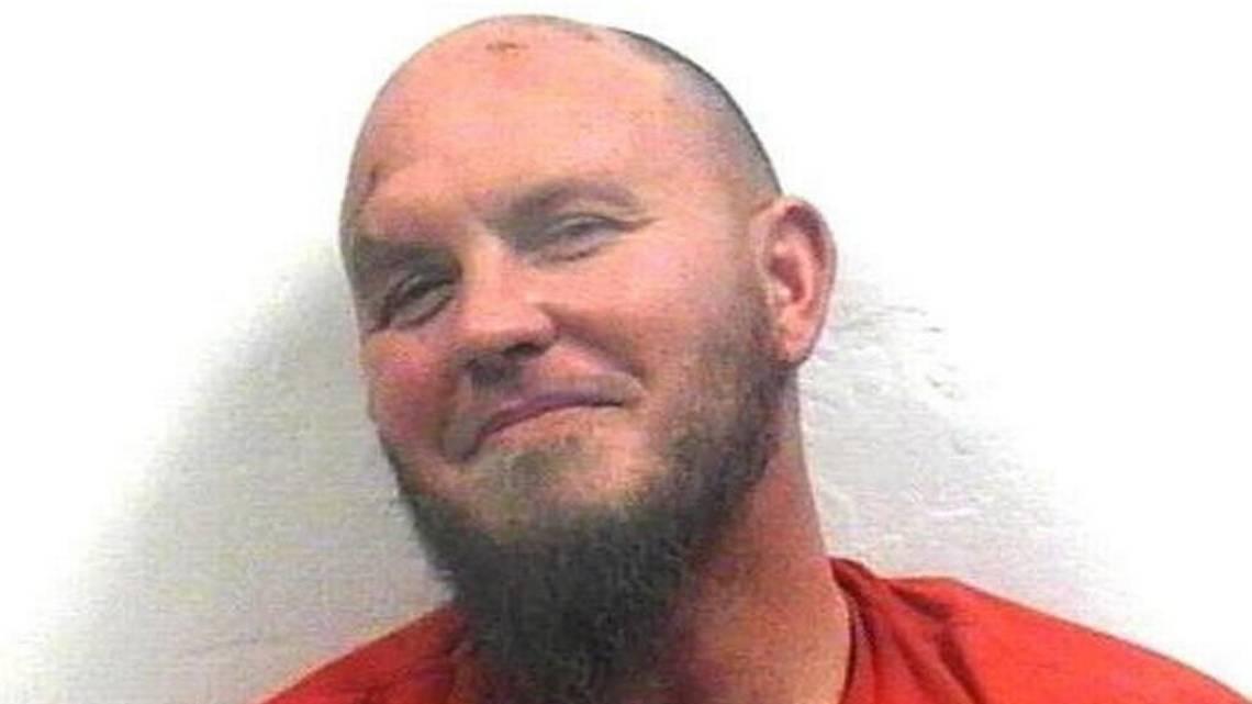 Ubriaco sbaglia casa e uccide il vicino scambiato per un intruso: arrestato