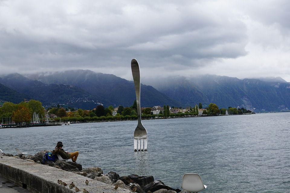 opere d'arte più strane, forchetta lago lemano