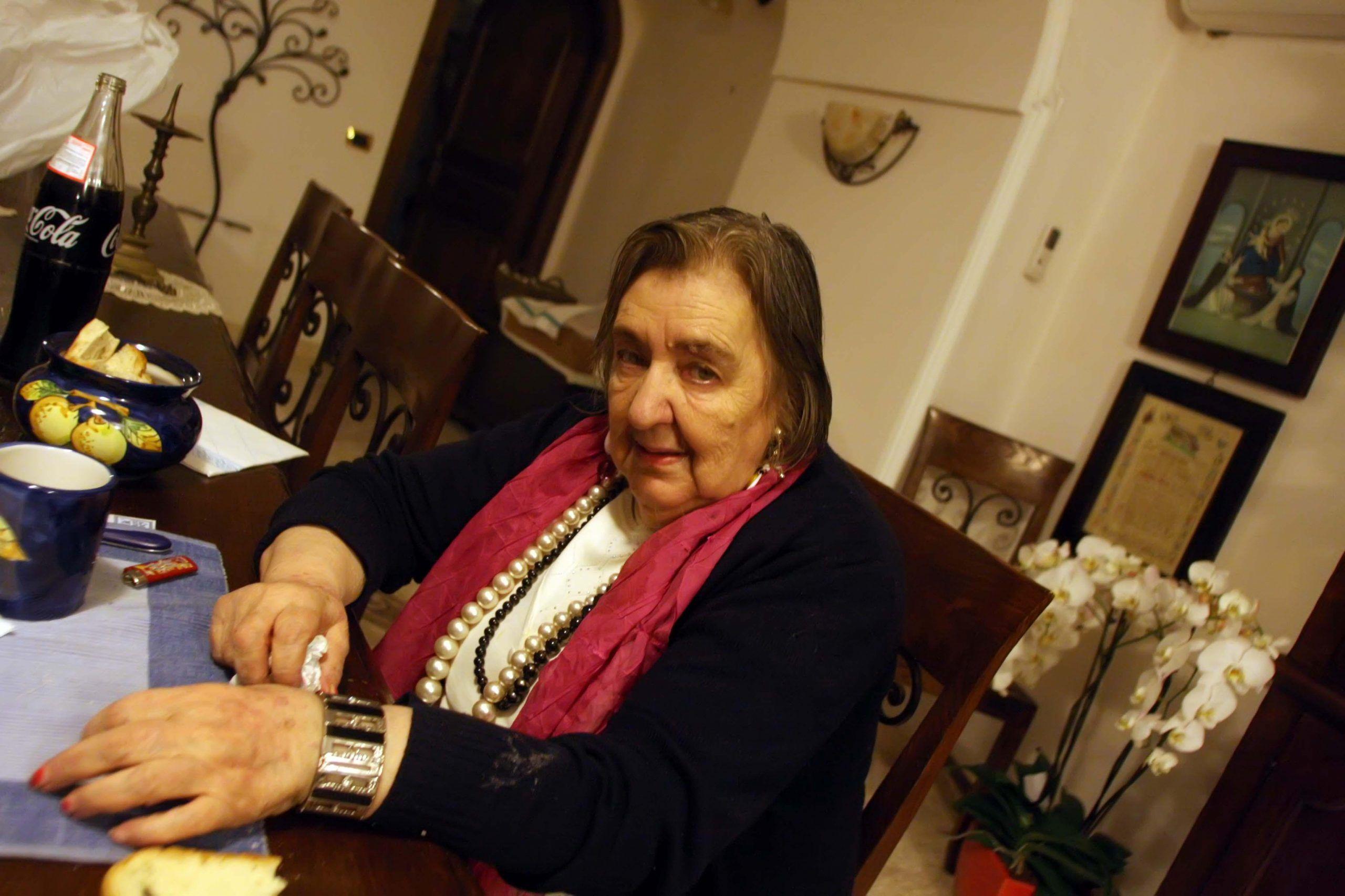 Poesie d'amore di Alda Merini, le più belle e romantiche