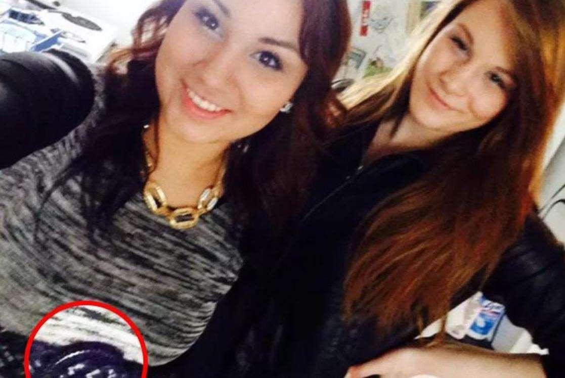 Si fa un selfie con l'amica e poi la uccide: 21enne incastrata dalla foto