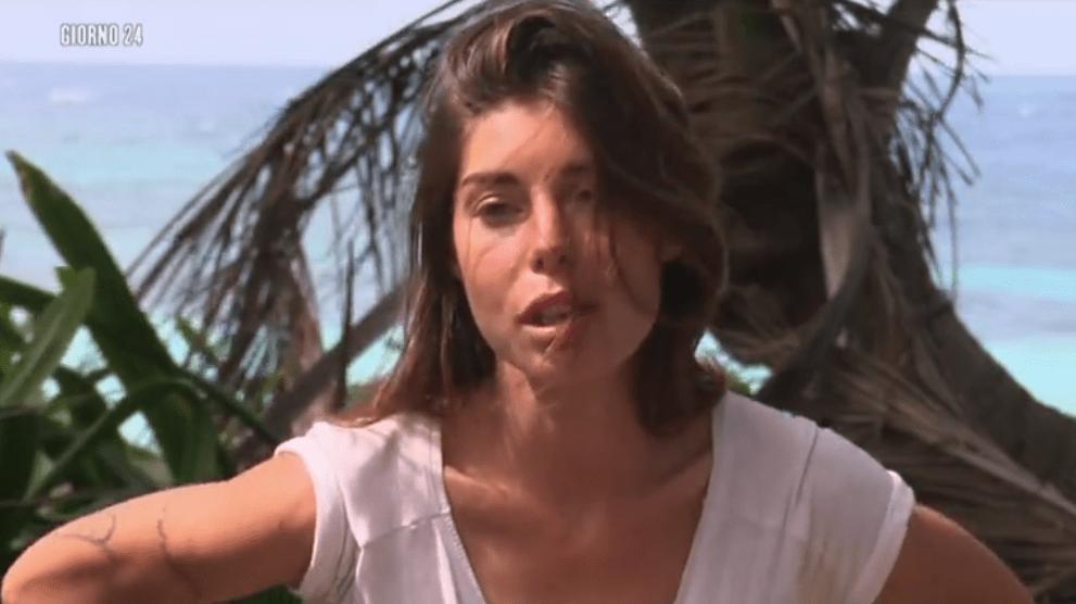 Isola 13, Filippo Nardi e Bianca Atzei: bacio notturno tra 'guancia e bocca'