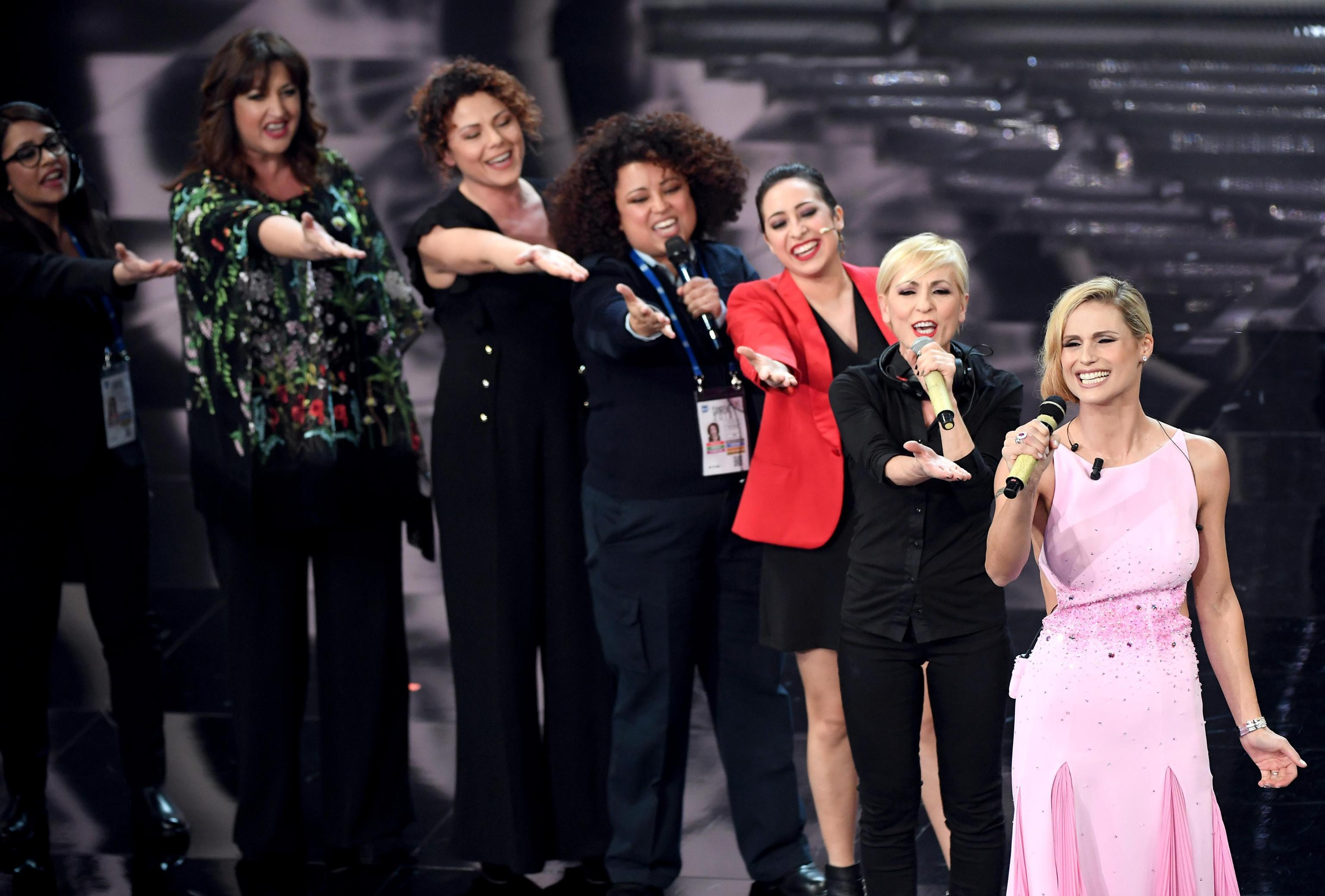 Festival di Sanremo 2018, Michelle Hunziker omaggia le donne con un medley interamente femminile