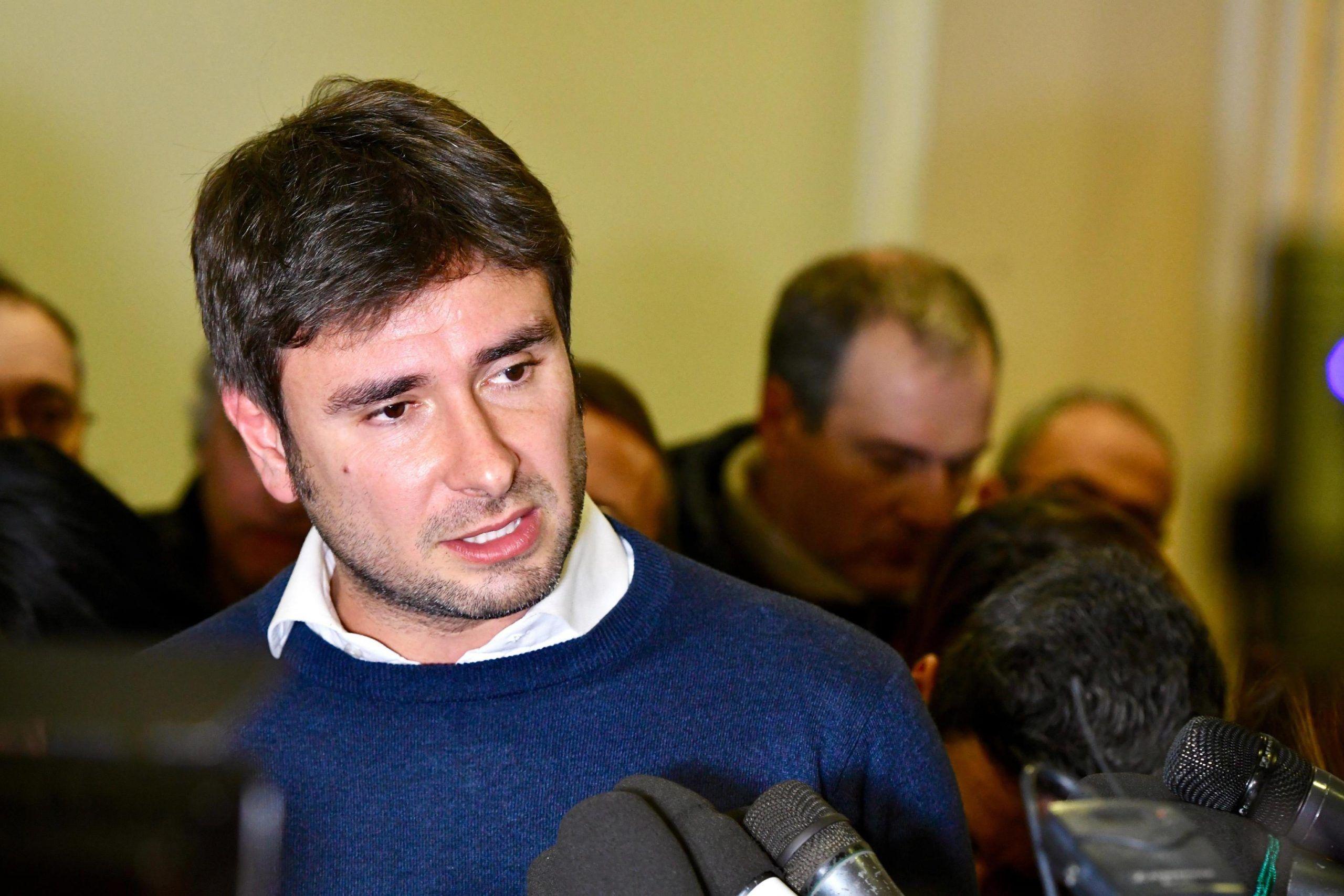Di Battista (5 Stelle): 'I politici sono come i pannolini, vanno cambiati spesso'