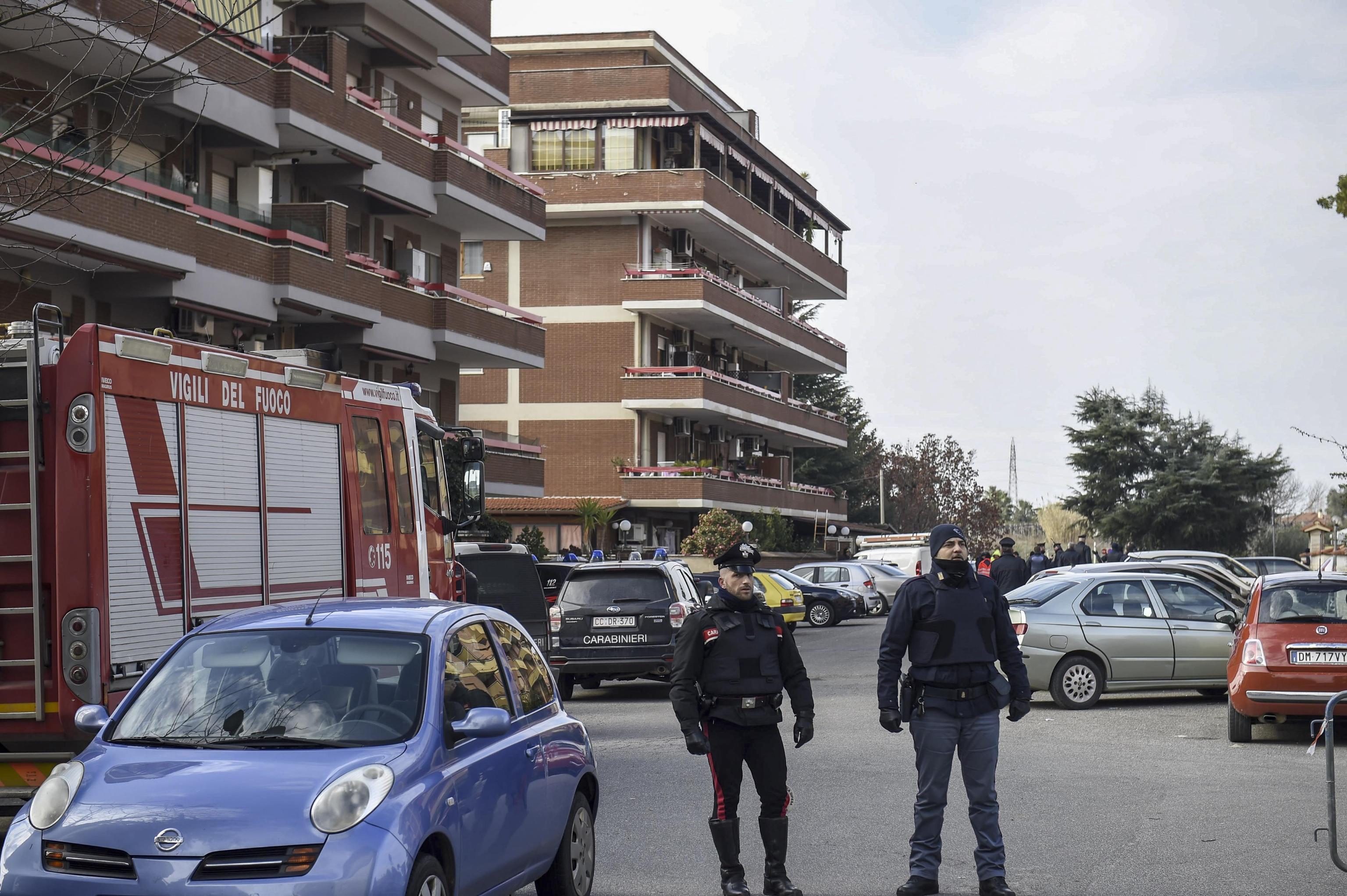 Si suicida il carabiniere che si era barricato con le figlie: morte anche le bambine