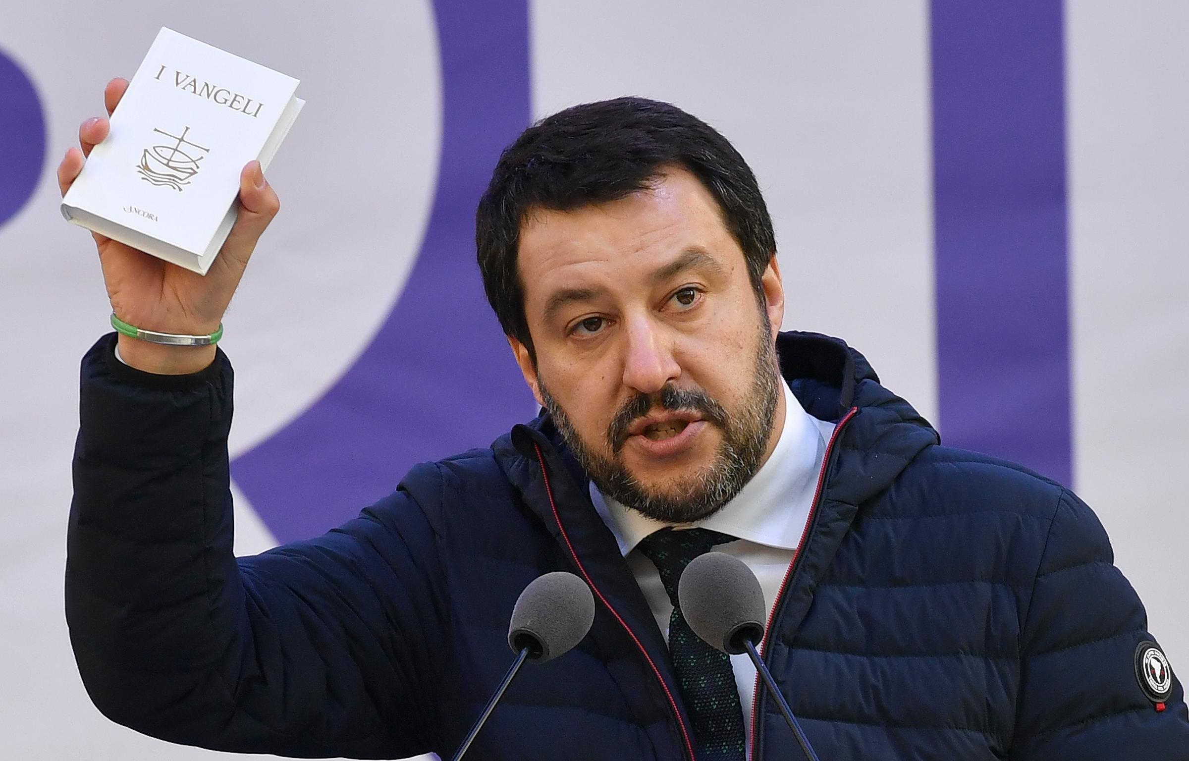 Mamma adottiva scrive a Salvini: 'Grazie a te i miei figli vivono nel terrore'