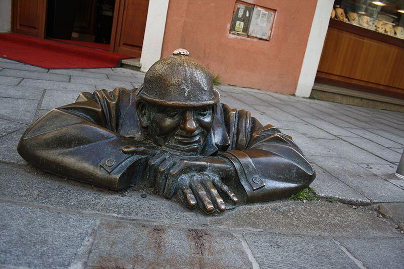 sculture più strane del mondo spione bratislava