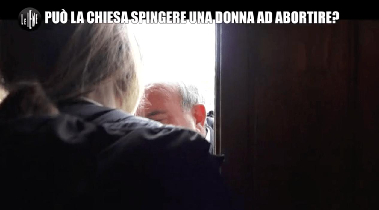 Costretta ad abortire dal prete che l'aveva messa incinta: alle Iene la storia di Francesca