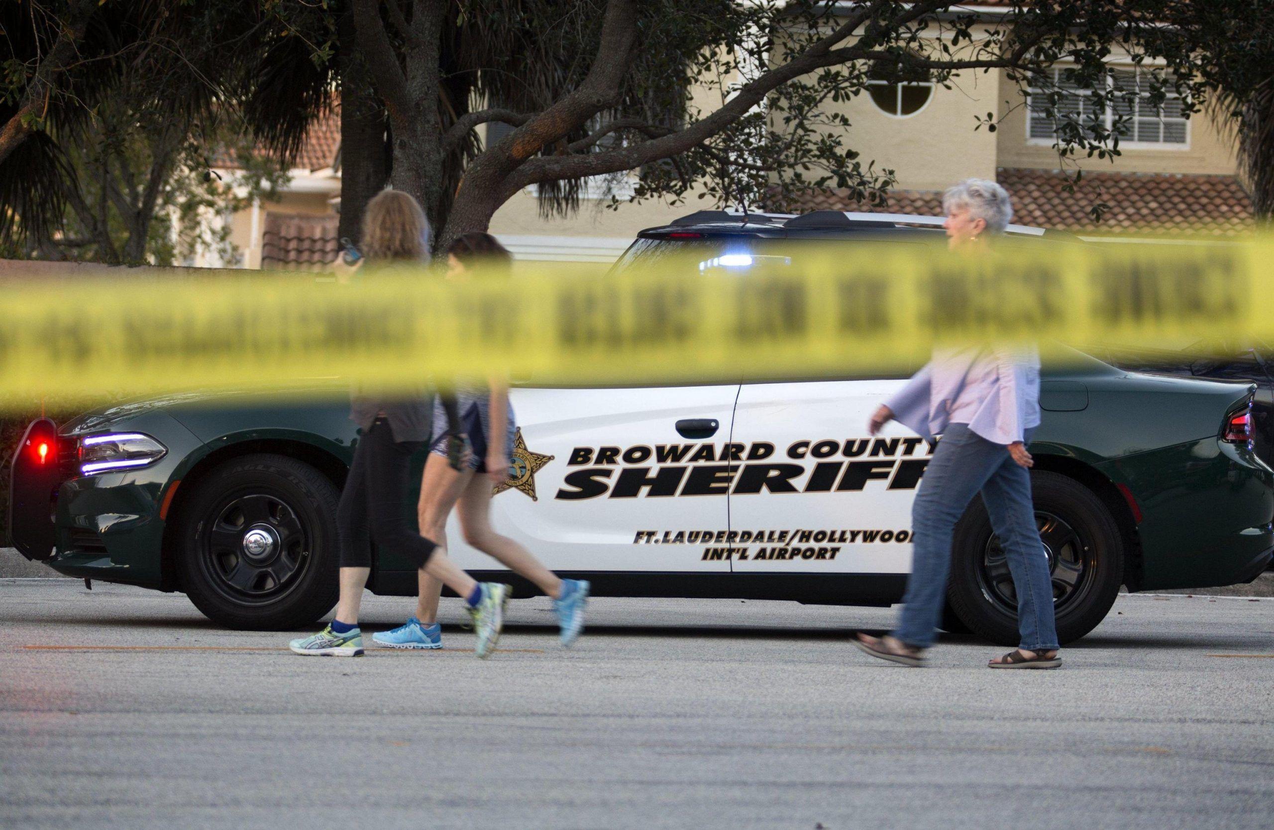 Florida, ex studente spara al liceo di Parkland, è strage: 17 morti e decine di feriti