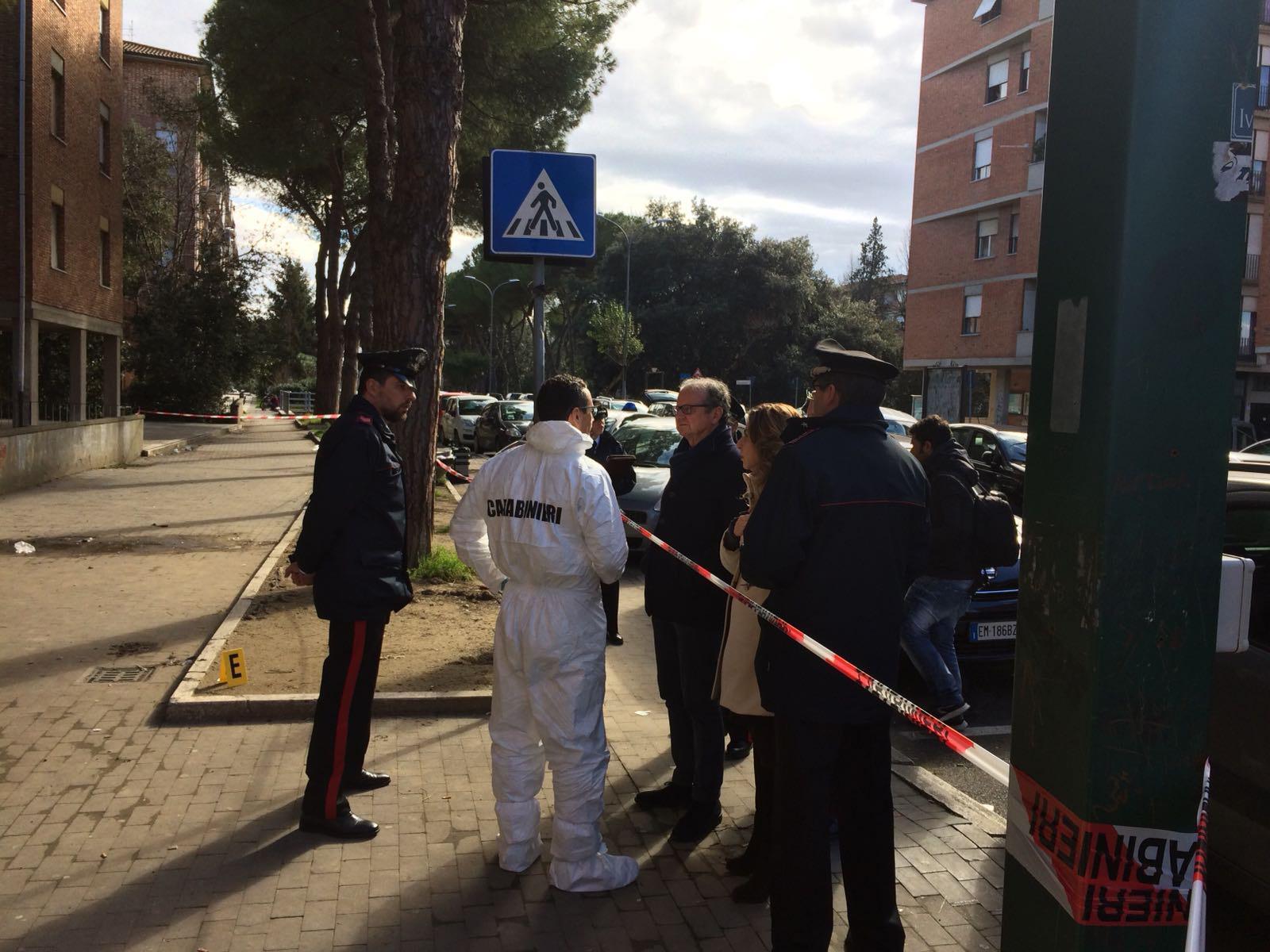 In moto spara e ferisce quattro persone a Pisa