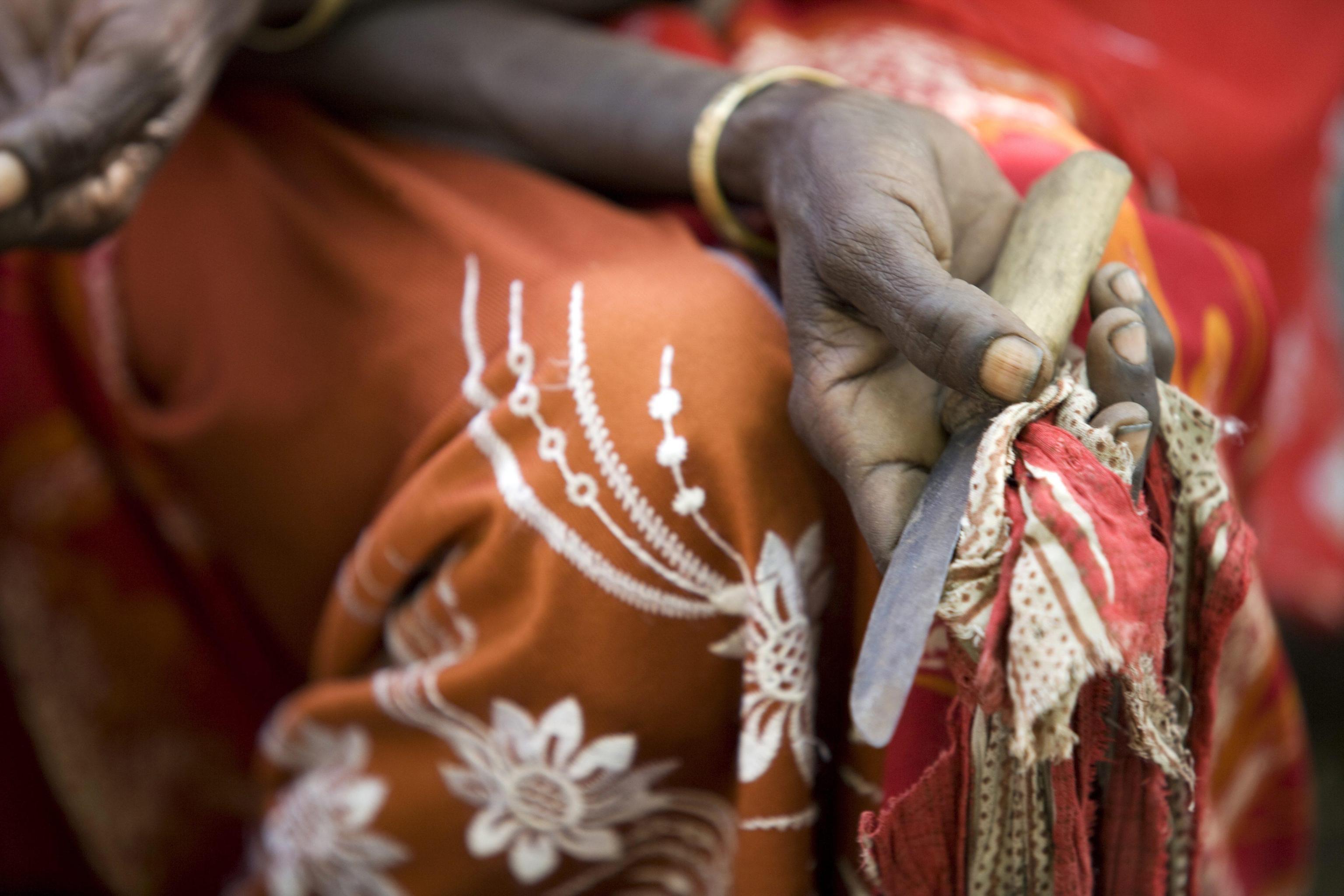 No alle mutilazioni genitali femminili: la storia di Mariame Sakho, da 'tagliatrice' ad attivista