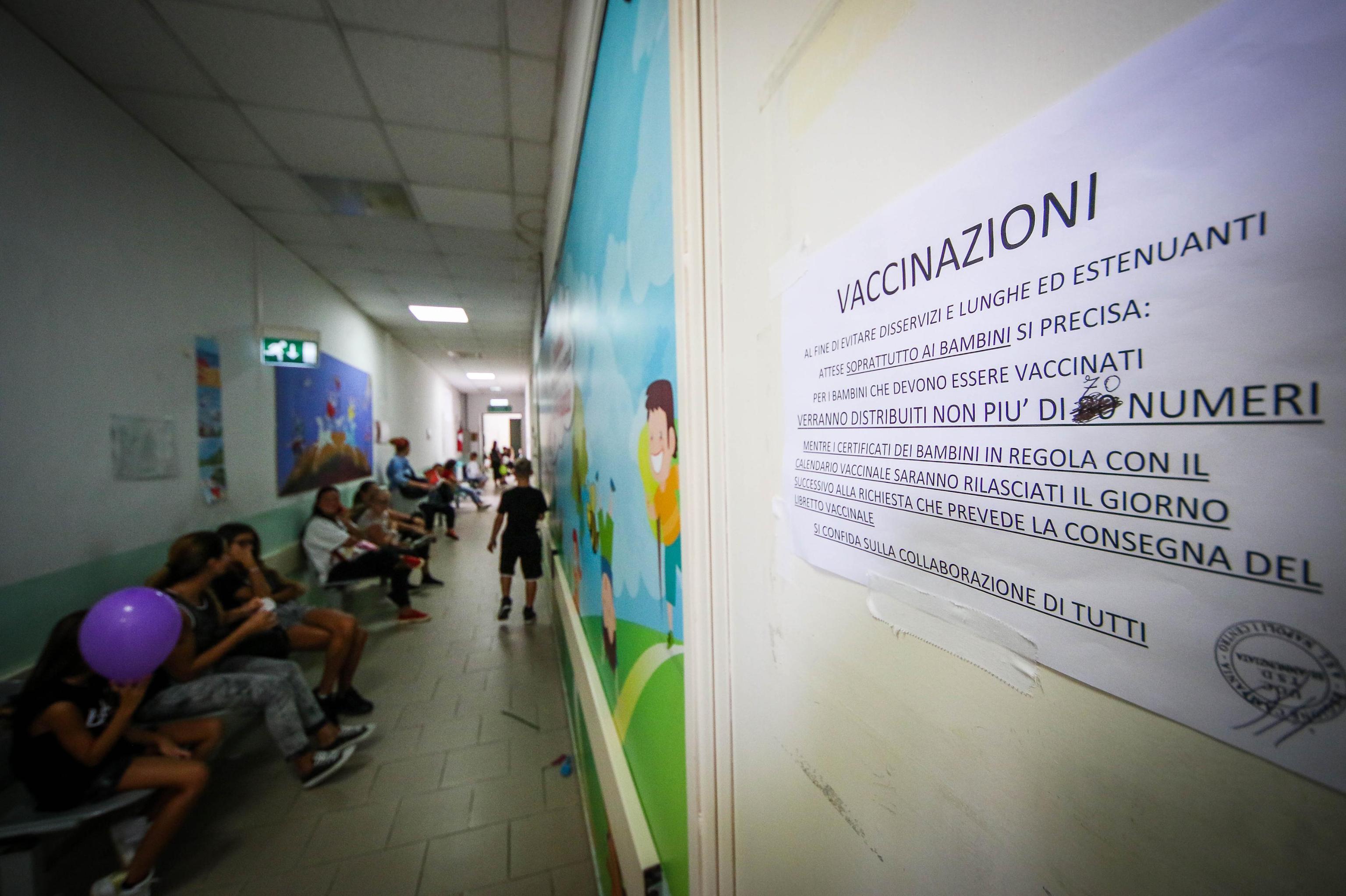 Bambina non vaccinata contrae il tetano: indagati i genitori