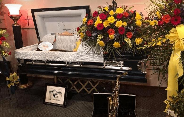 12enne morto suicida la mamma posta foto nella bara