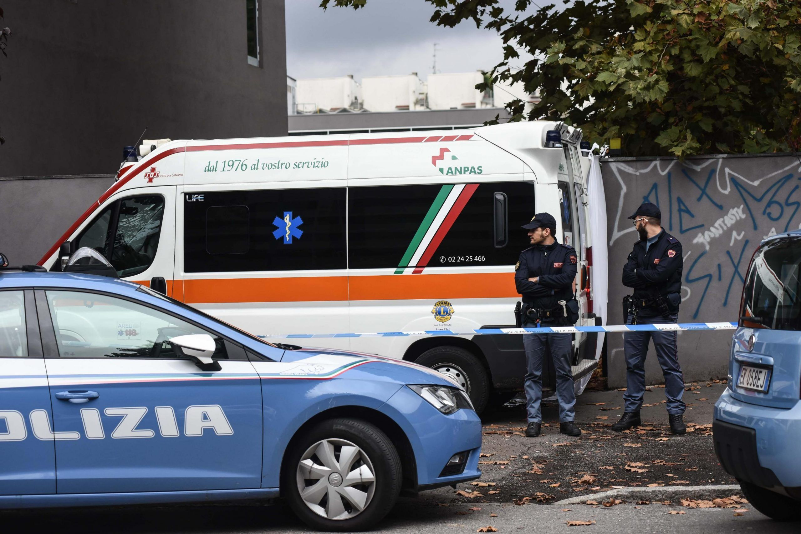 Ragazzo cade da finestra hotel a Milano, deceduto