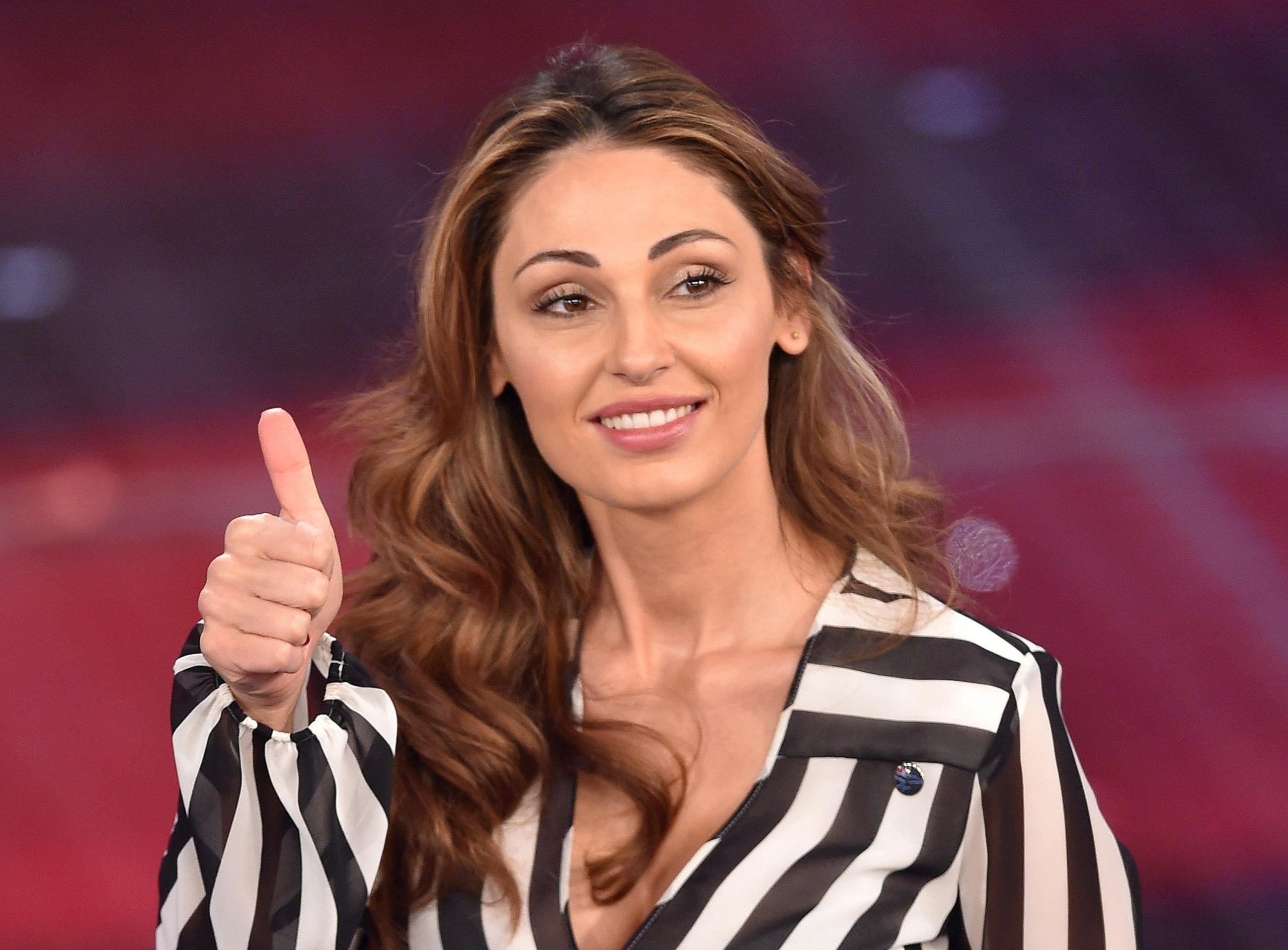 Anna Tatangelo riceve le scuse della figlia di Gigi D'Alessio