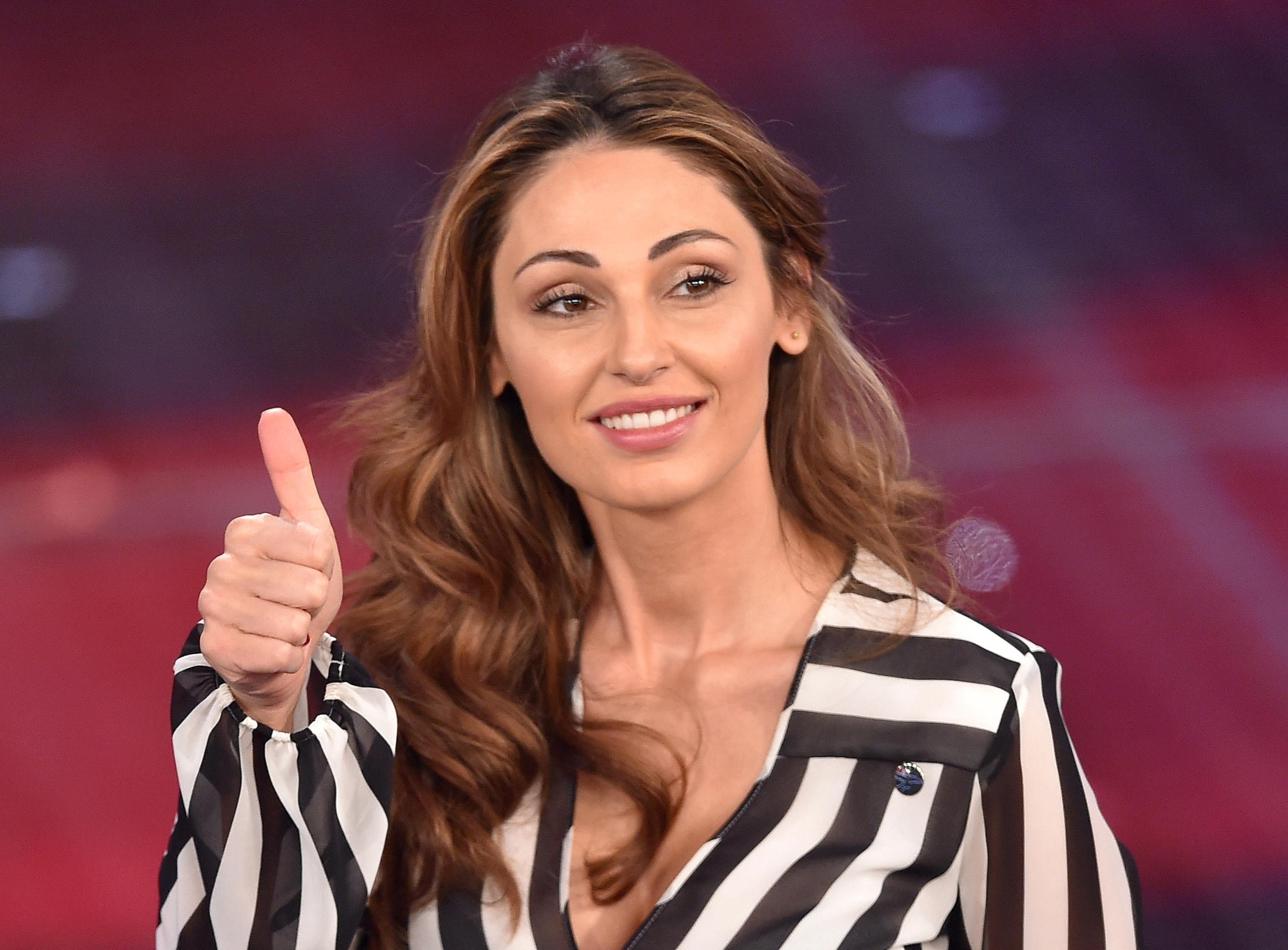 Anna Tatangelo riceve le scuse dalla figlia di Gigi D'Alessio: 'Mi dispiace'