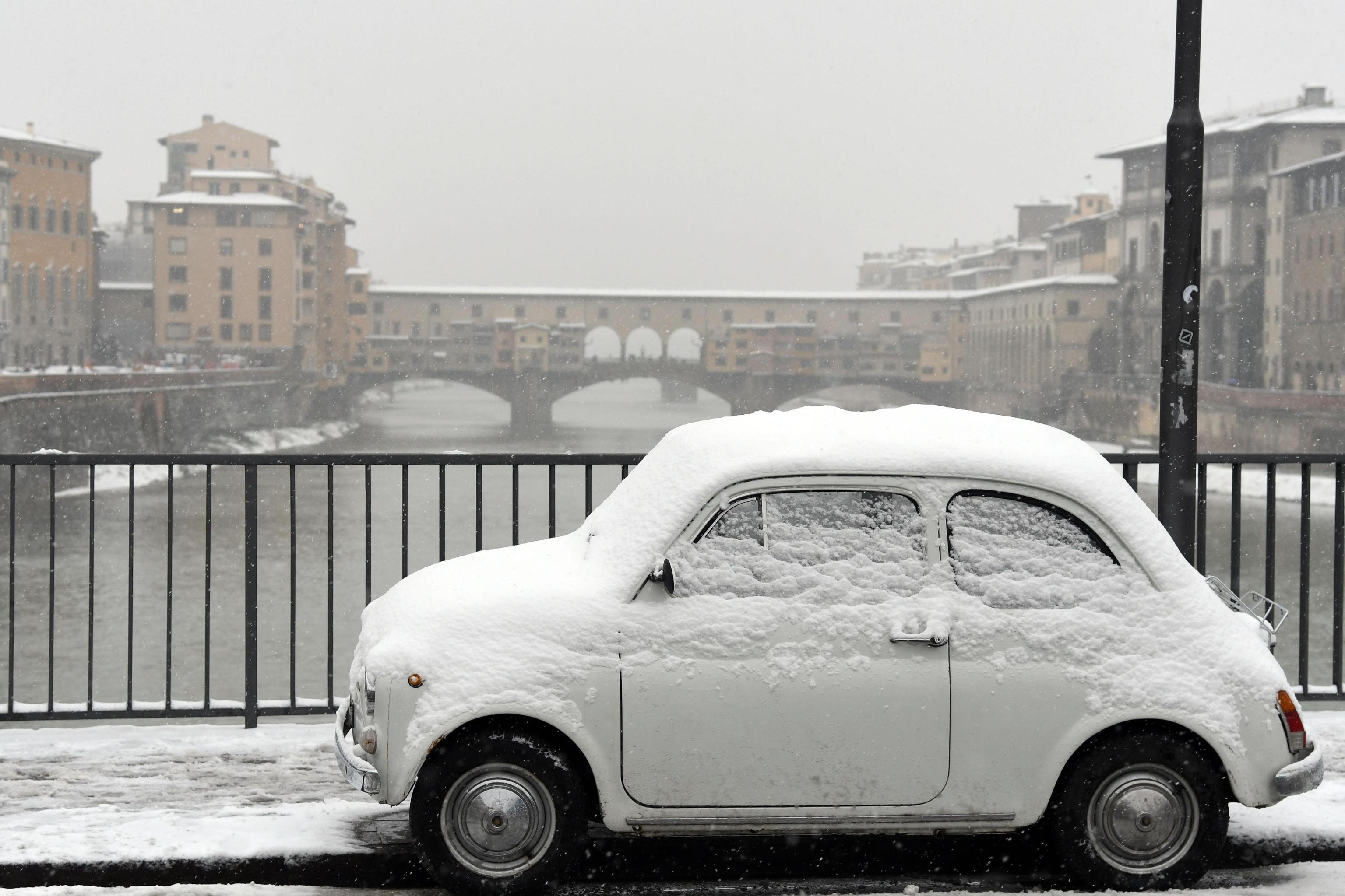 Maltempo: allerta neve Toscana, chiuse scuole a Firenze