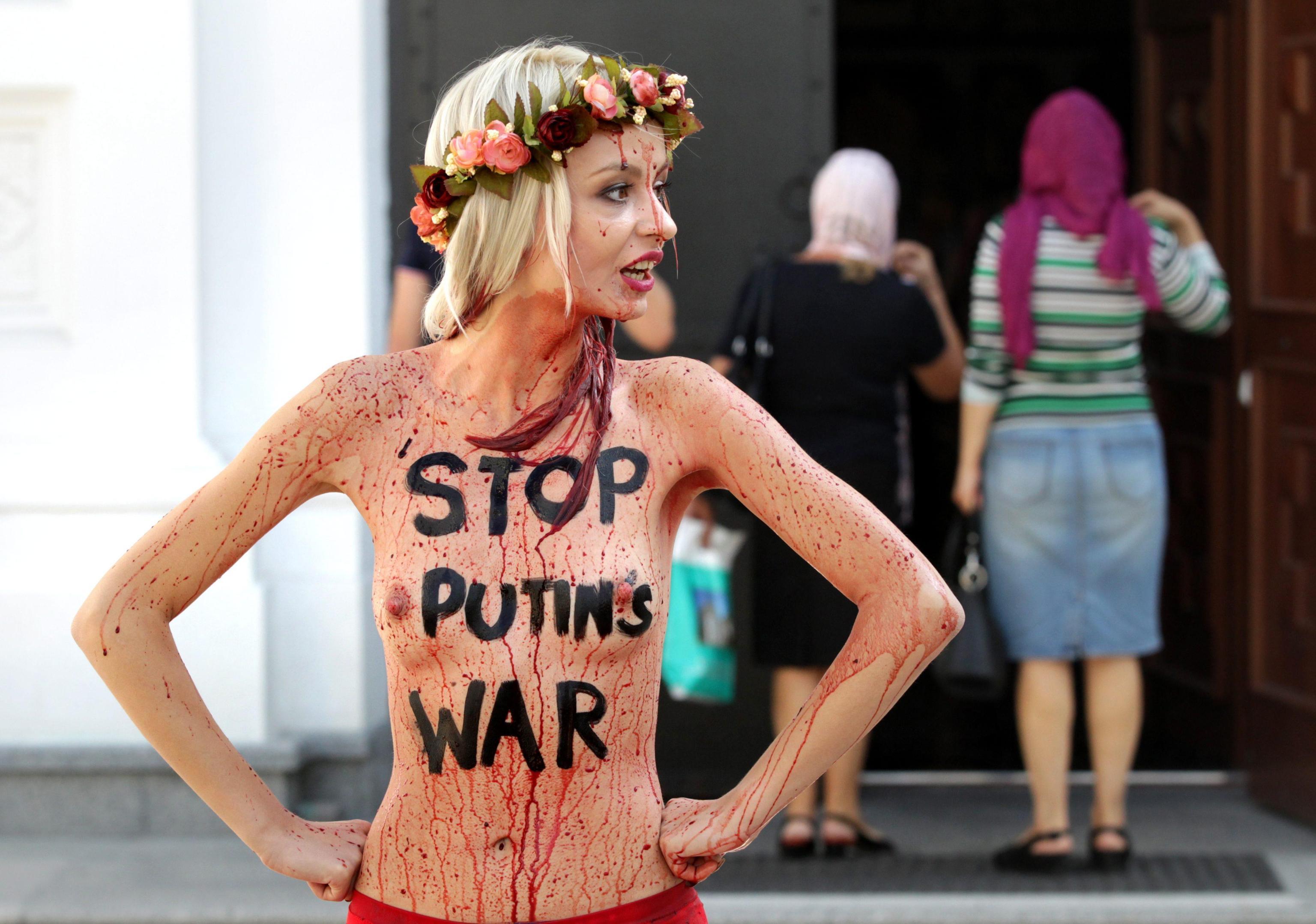 FEMEN vs Putin