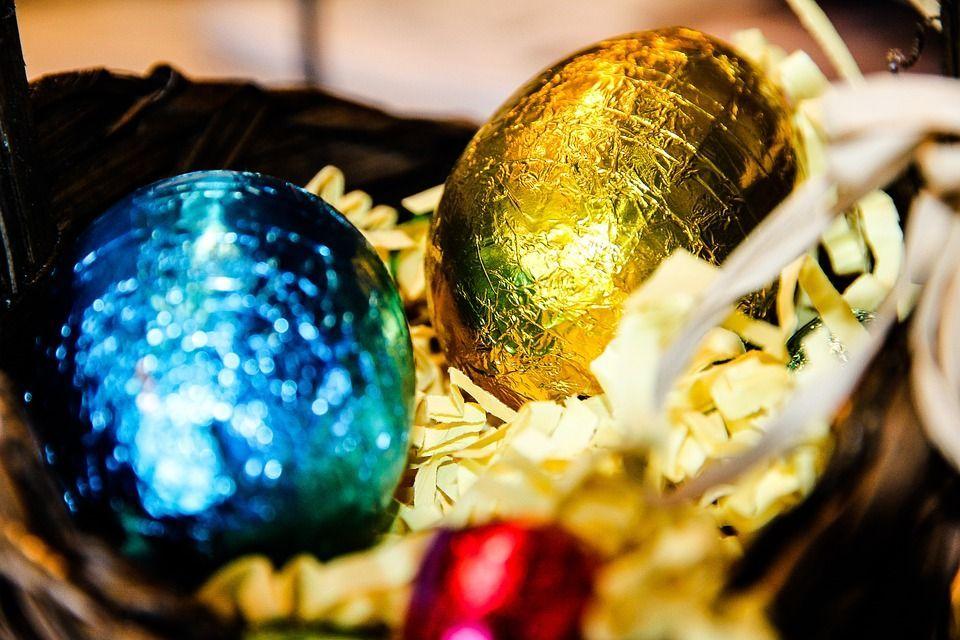 Immagini uovo di Pasqua di cioccolato