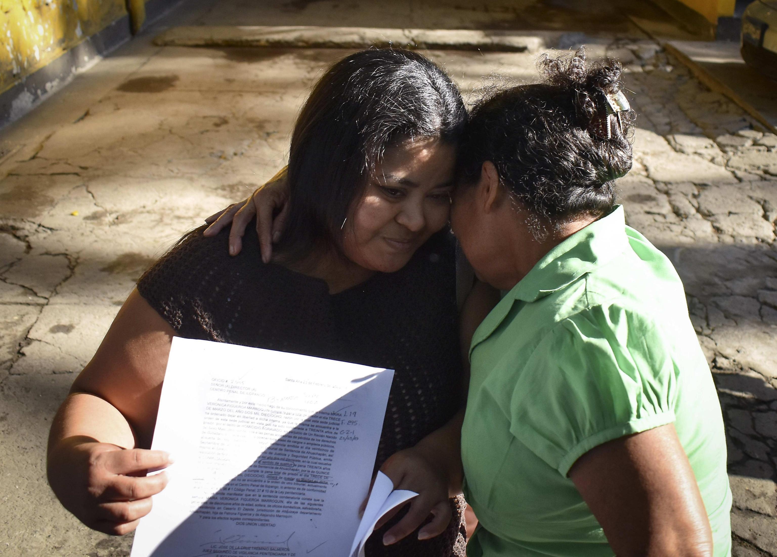 30 anni di carcere per un aborto spontaneo dopo lo stupro: la storia di Maira, finalmente libera