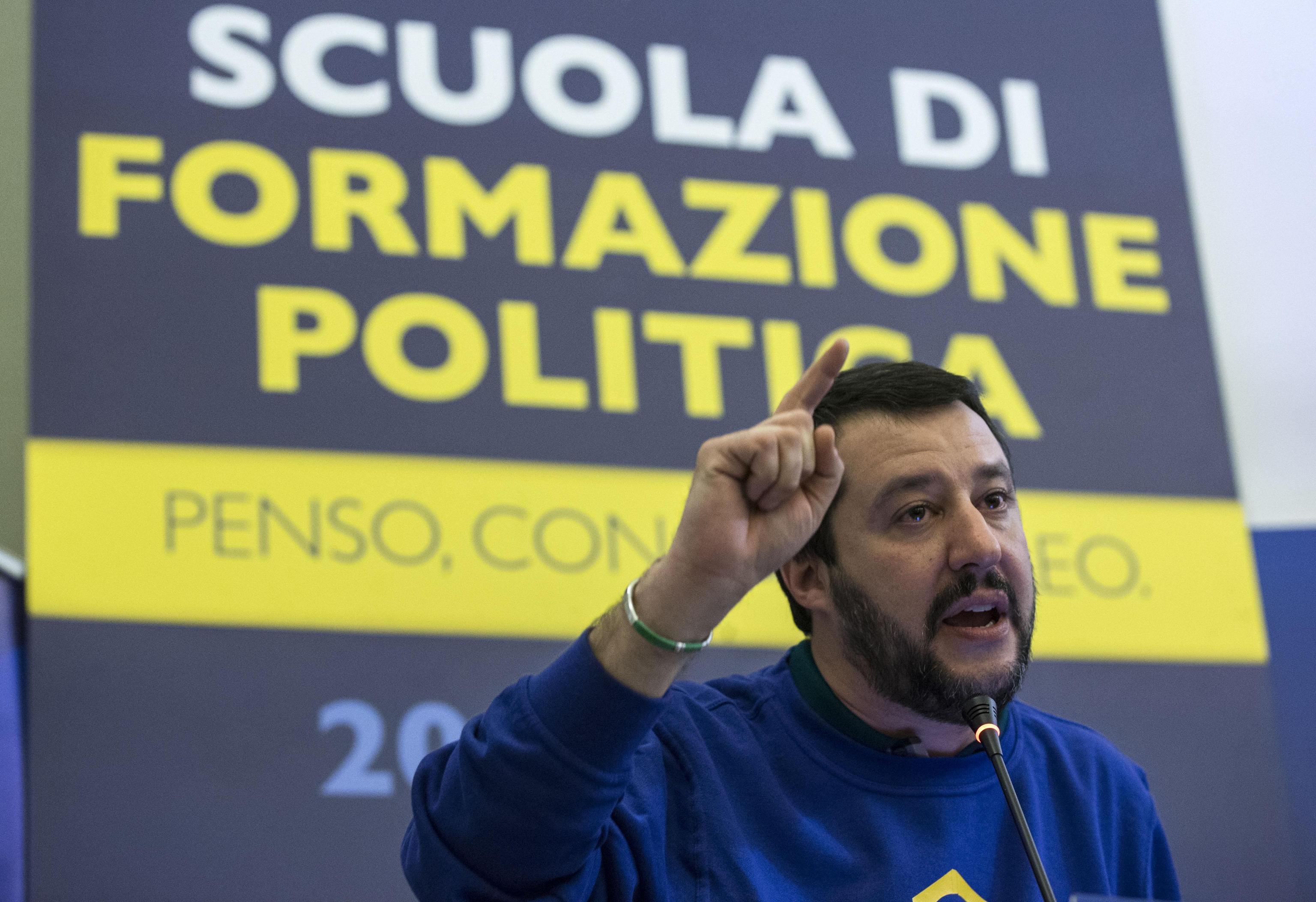 Scuola: Salvini vuole concorsi su base regionale