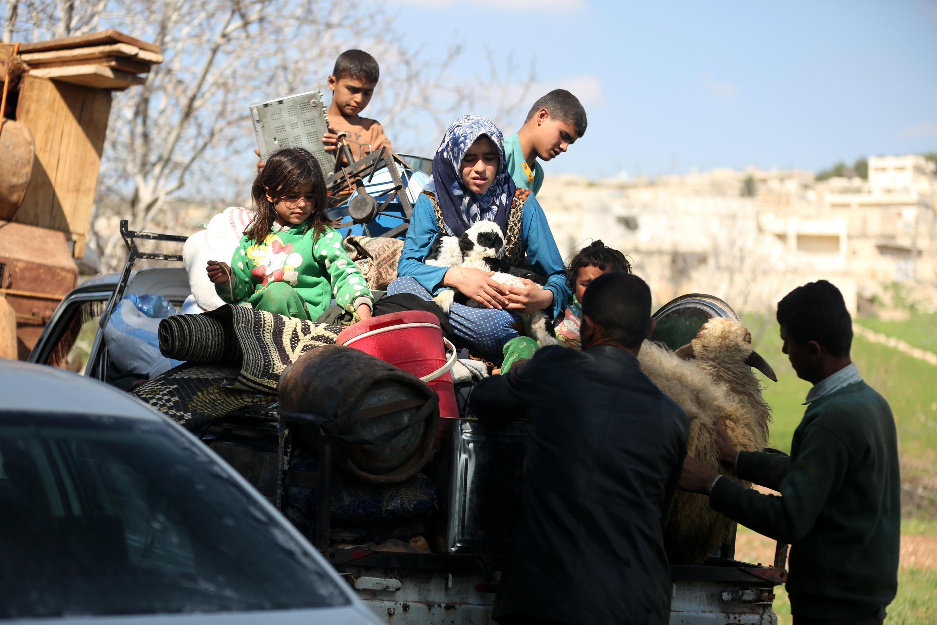 Civili in fuga da Afrin