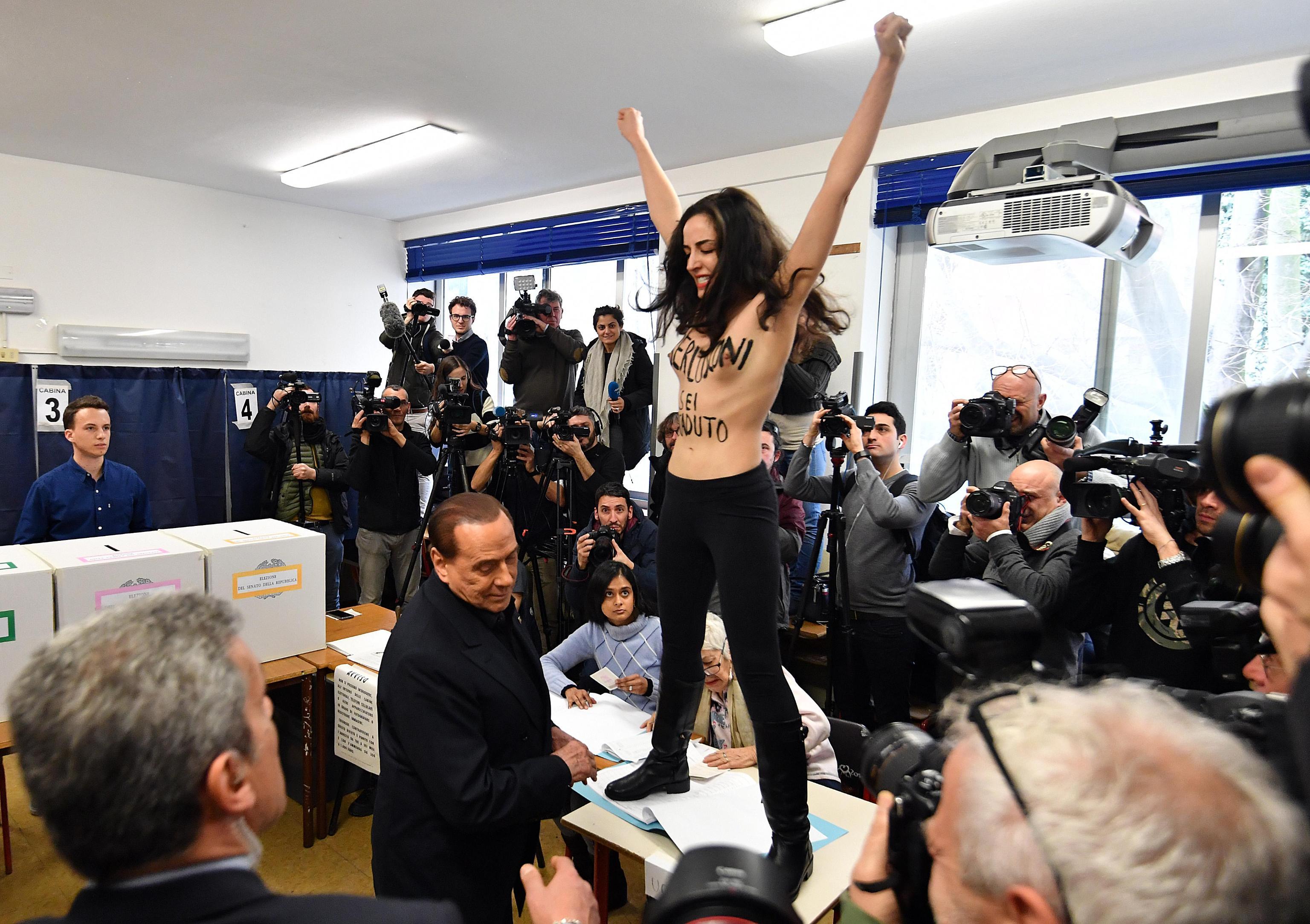 Berlusconi contestato alle elezioni