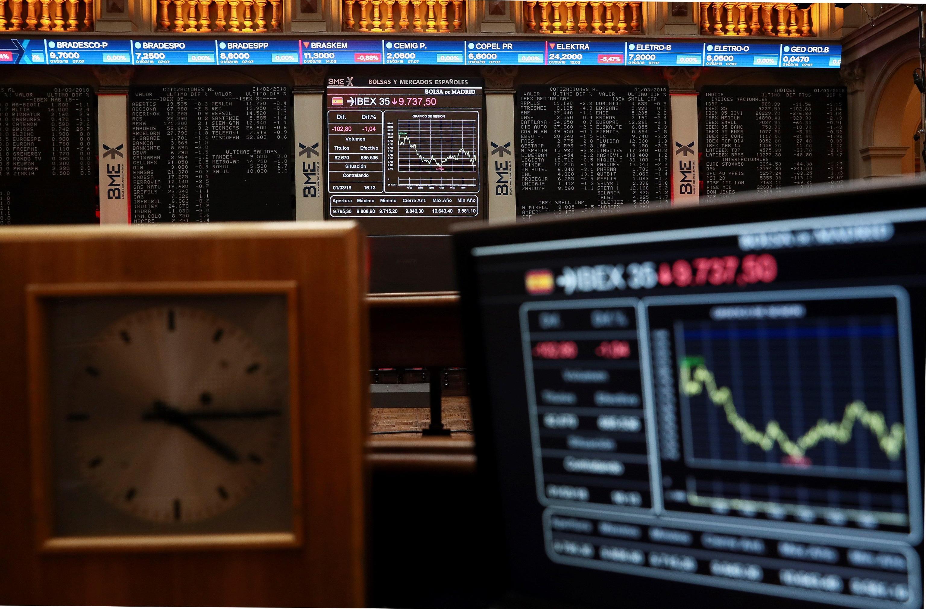 Elezioni politiche 2018, la Borsa di Milano apre in calo ma poi si rialza: crolla Mediaset