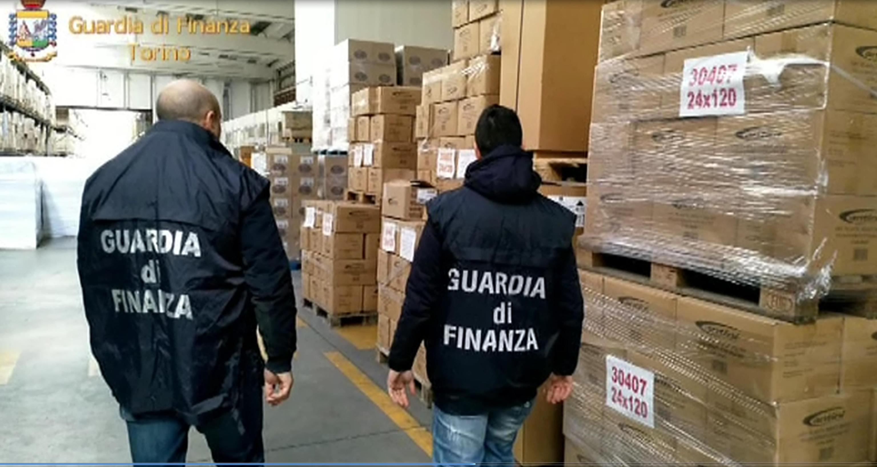 Colla cancerogena dalla Cina, maxi sequestro in diverse città italiane