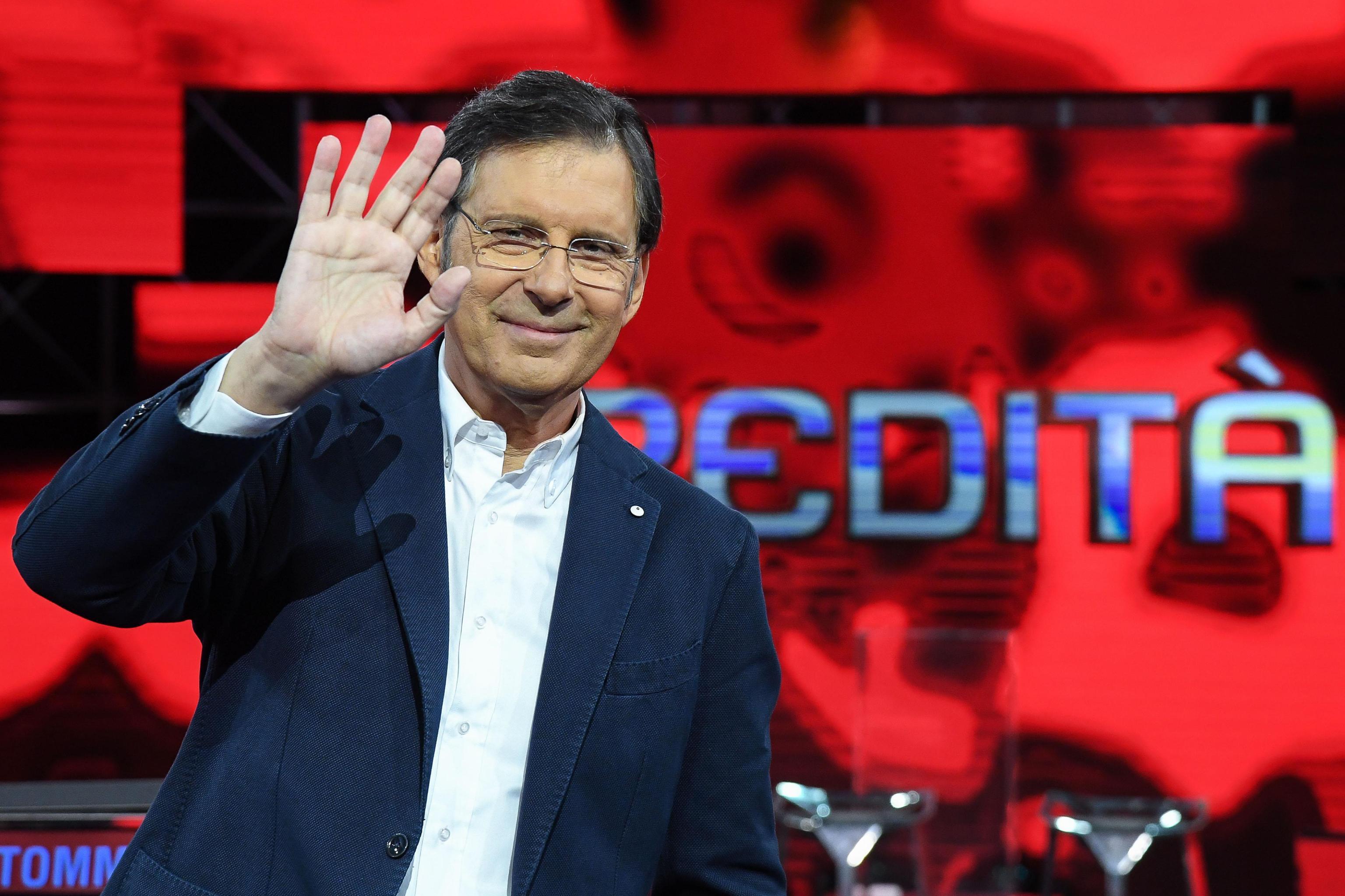 Morto Fabrizio Frizzi a 60 anni: ci ha lasciato l'eterno ragazzo della TV