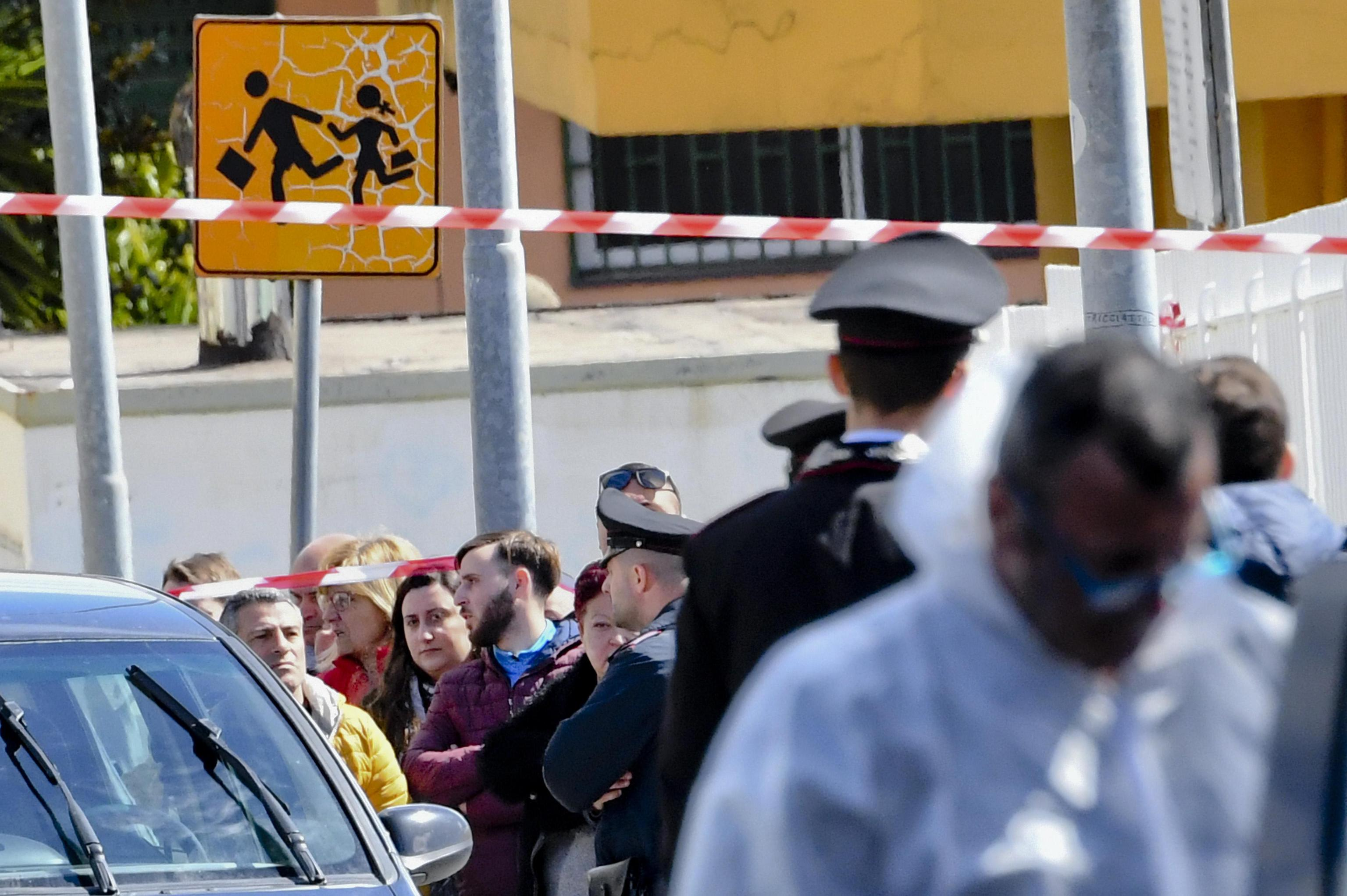 Donna uccisa davanti scuola a Terzigno