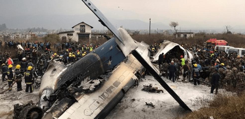 Nepal, aereo del Bangladesh si schianta vicino all'aeroporto di Katmandu