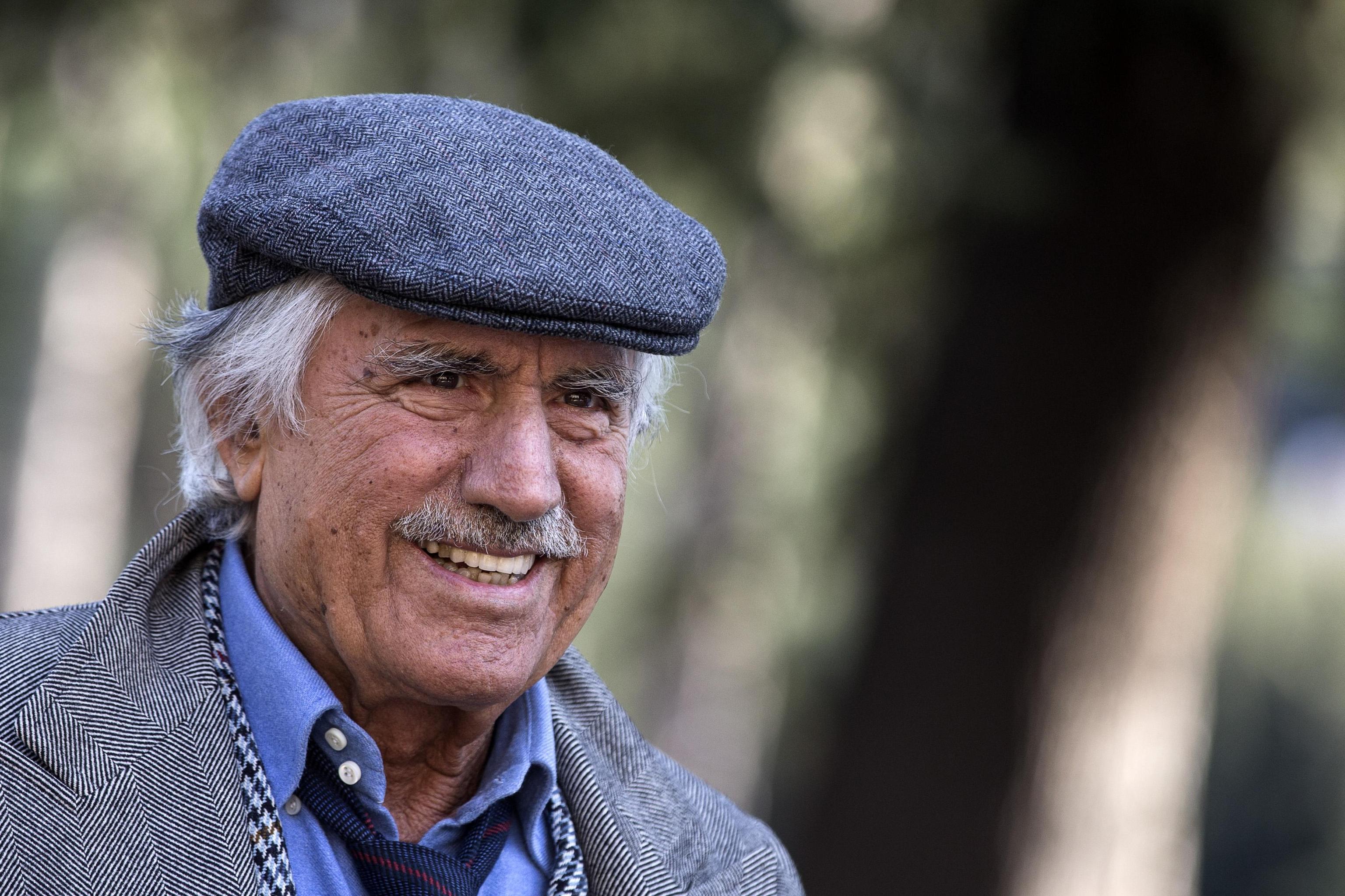 Lando Buzzanca: 'A 82 anni faccio l'amore quattro volte a settimana'