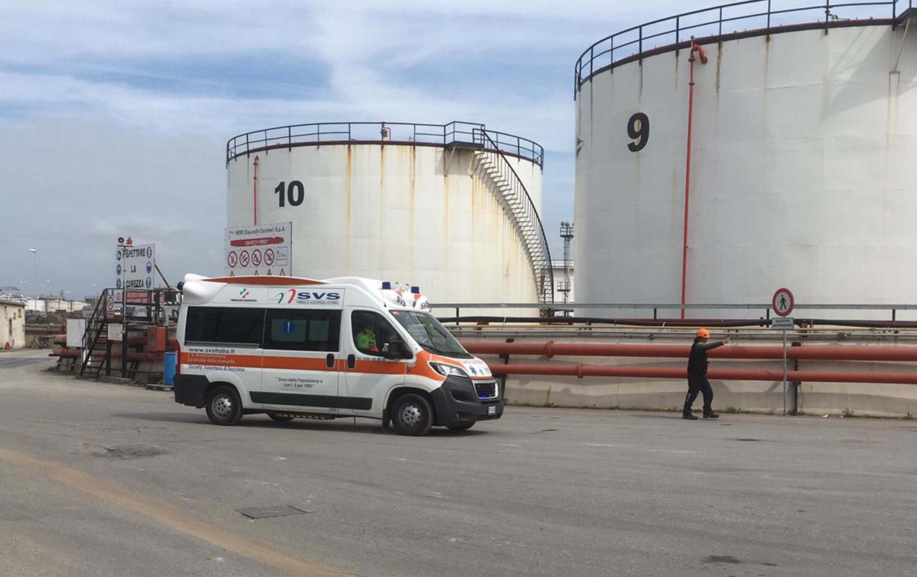 Esplosione al porto di Livorno, due operai morti e un ferito grave: evacuata la zona