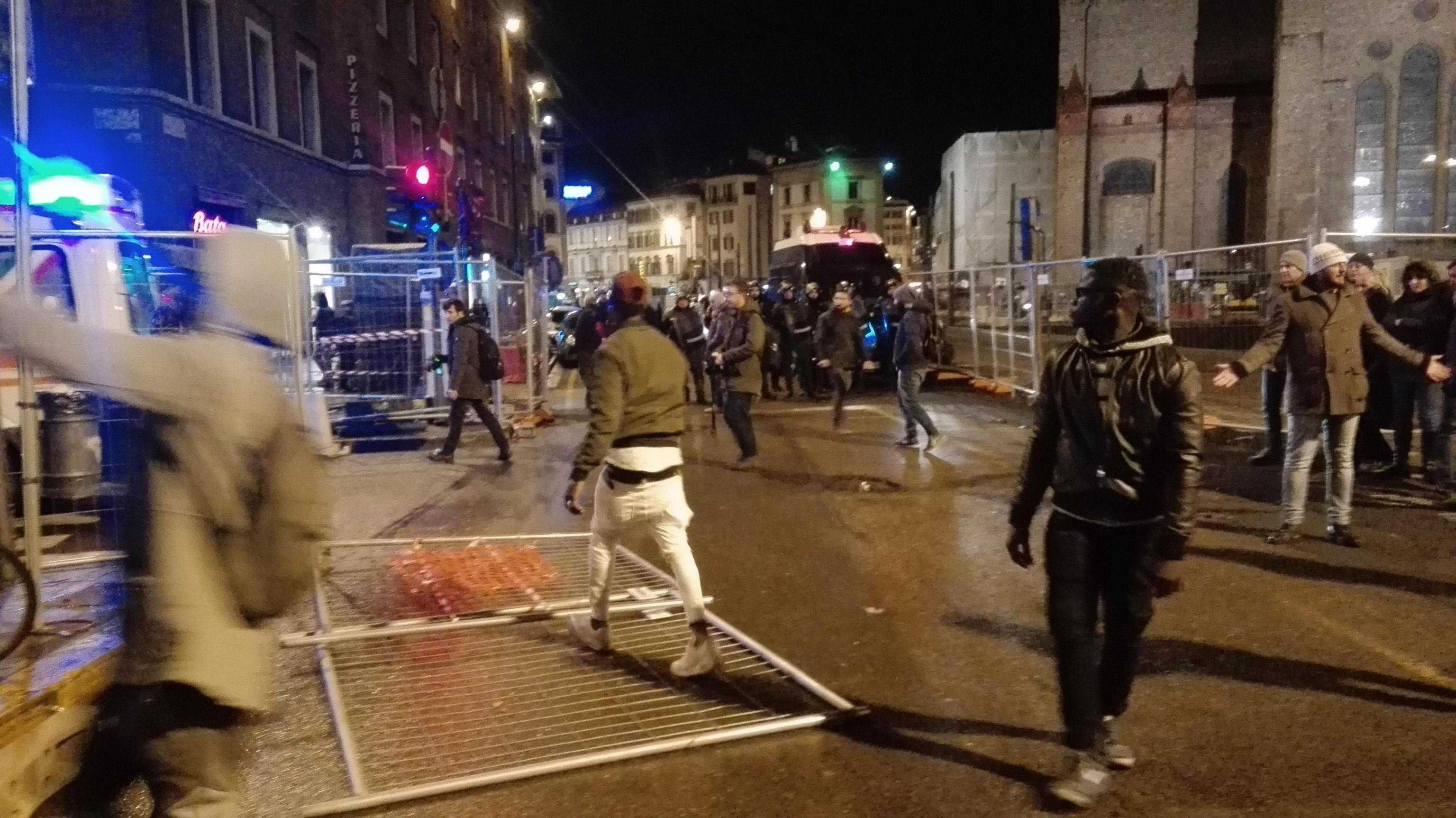 Ucciso a Firenze: corteo blocca parte traffico p.za Stazione