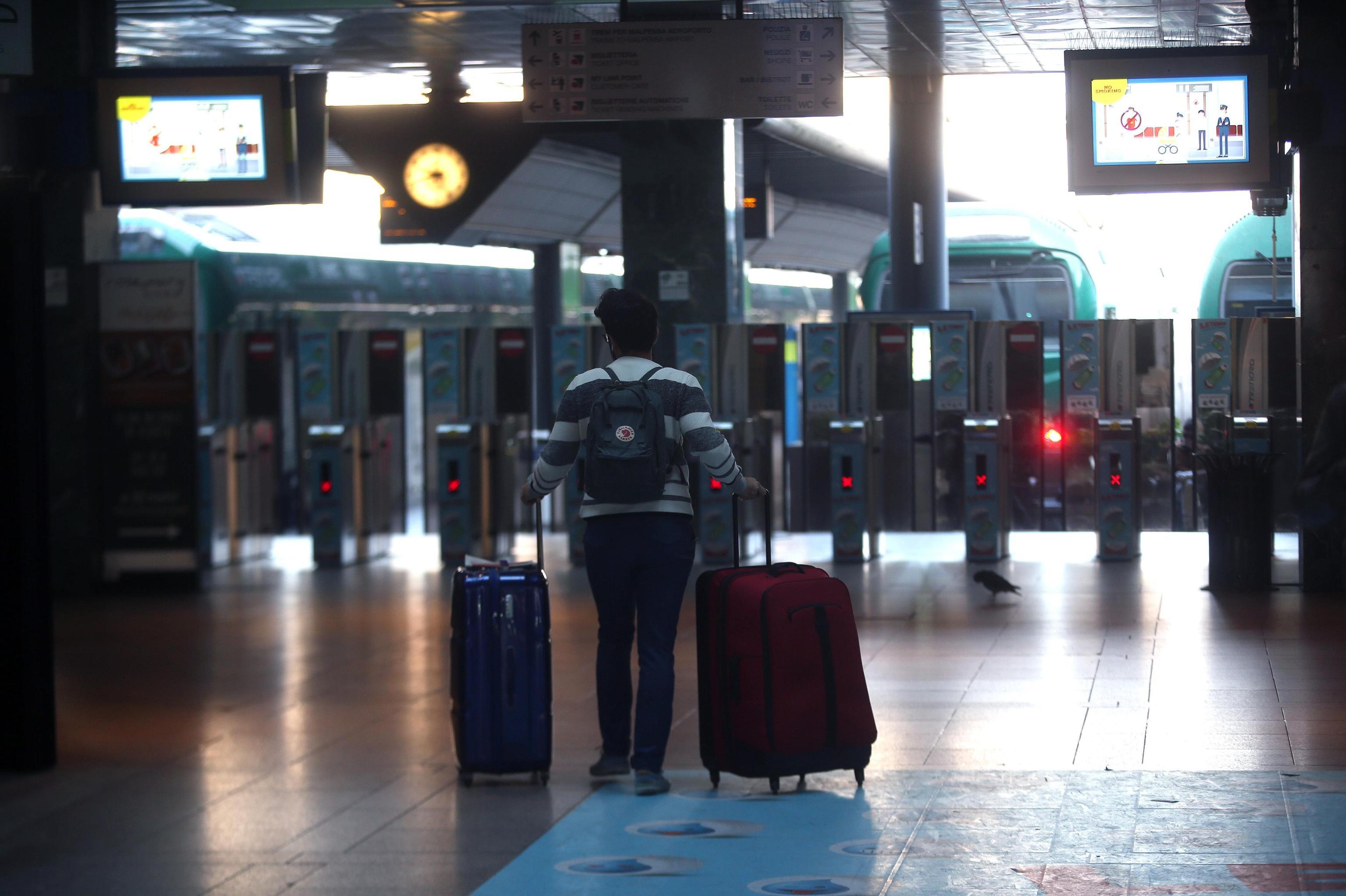 Sciopero 8 marzo trasporti a rischio. Treni, bus e aerei si fermano: orari e fasce di garanzia