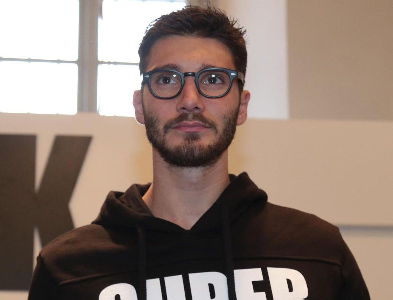 Stefano De Martino Emigratis