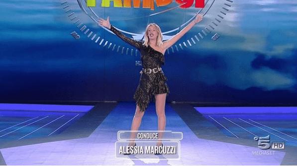 Alessia Marcuzzi difende L'isola dei famosi 13