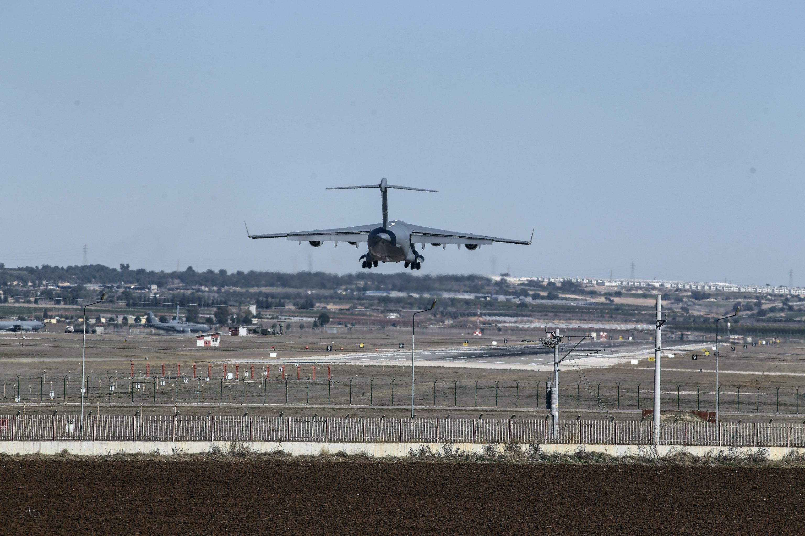 Algeria, si schianta aereo militare con 200 persone a bordo: 'Nessun superstite'