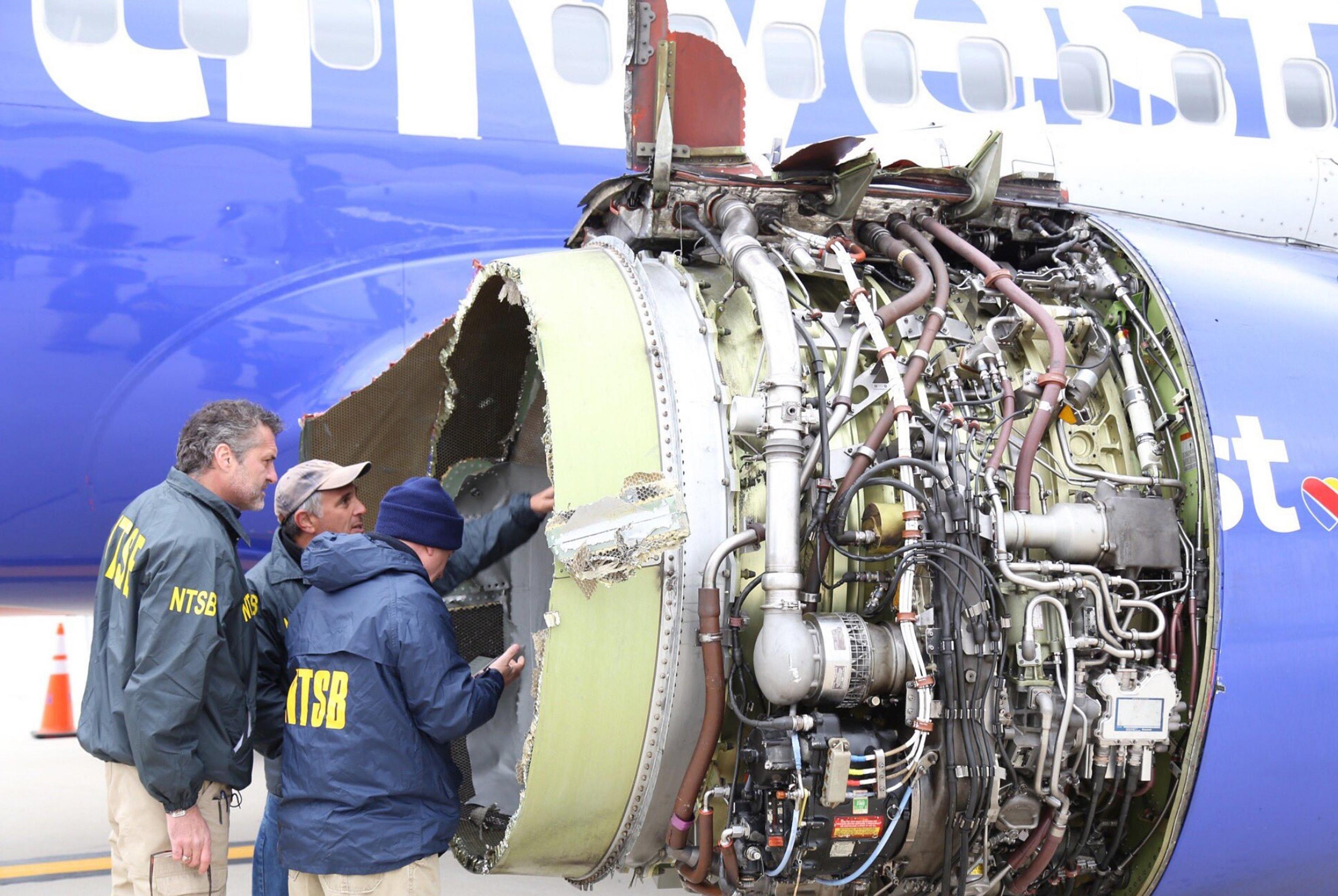 Paura sul volo New York Dallas: esplode un motore, muore una donna