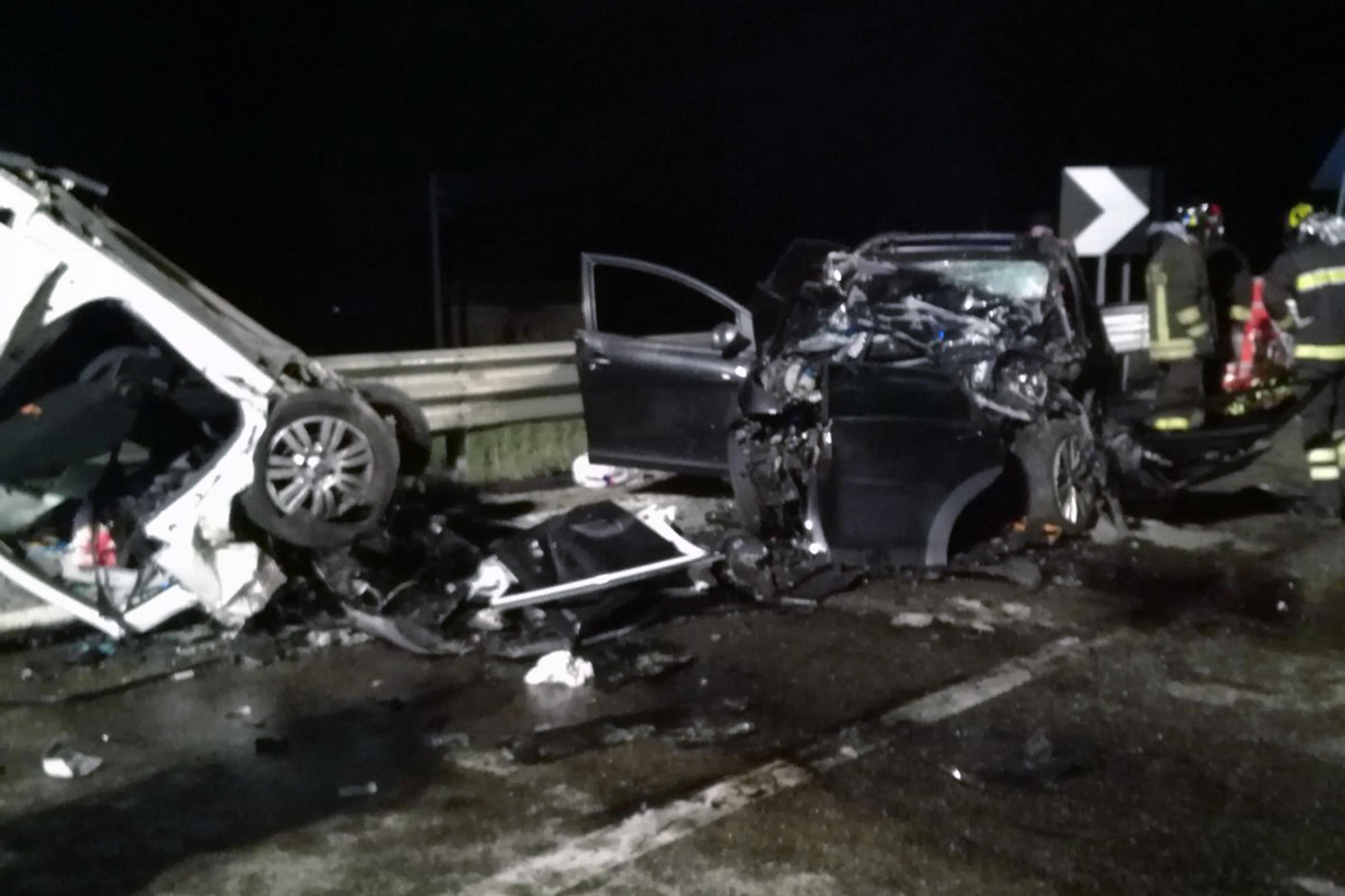 Incidente stradale a Matera: tra i 4 morti anche due fidanzati che dovevano sposarsi a maggio
