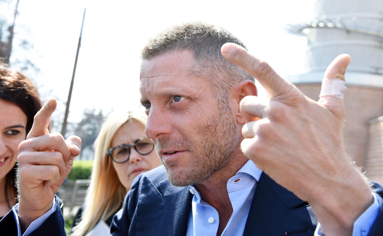Lapo Elkann distrugge da fermo la sua Ferrari, 30 mila euro di danni