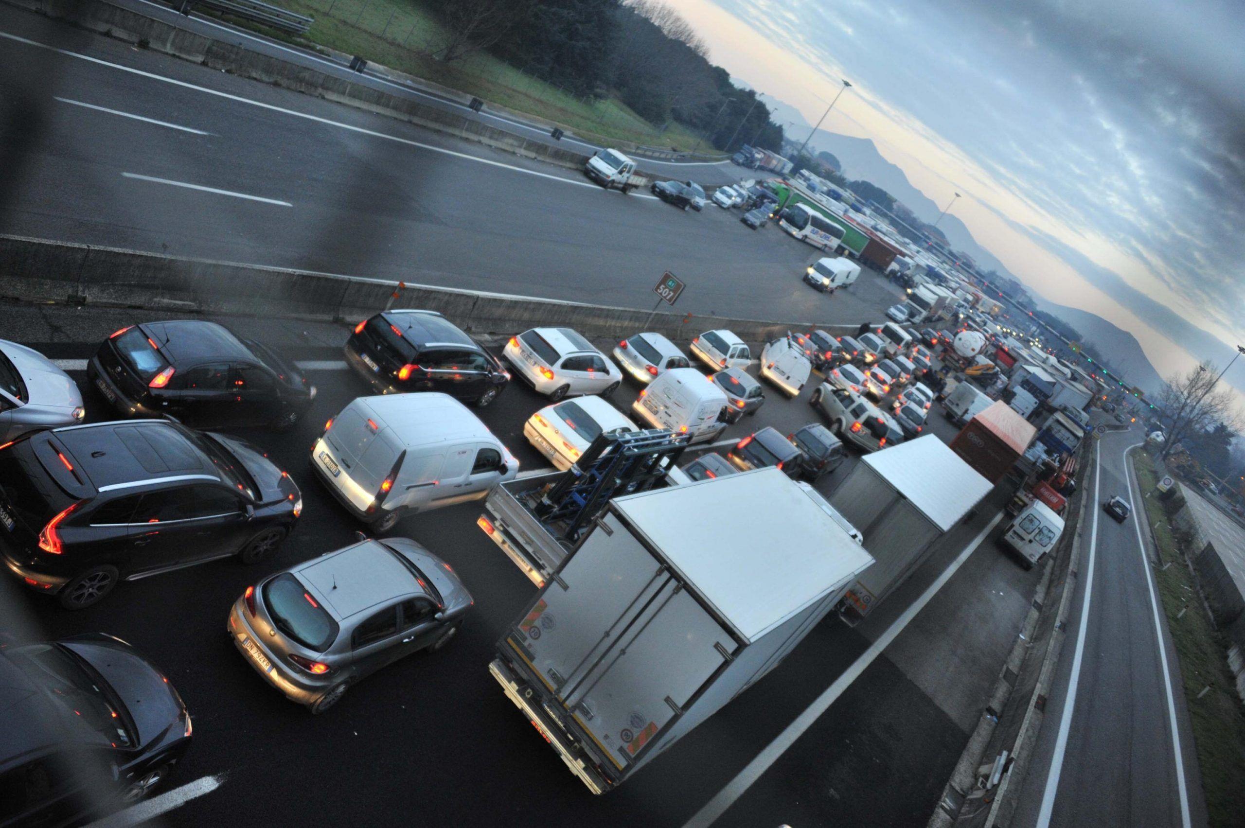 Pedaggi autostradali: chi ci guadagna dai continui rincari?