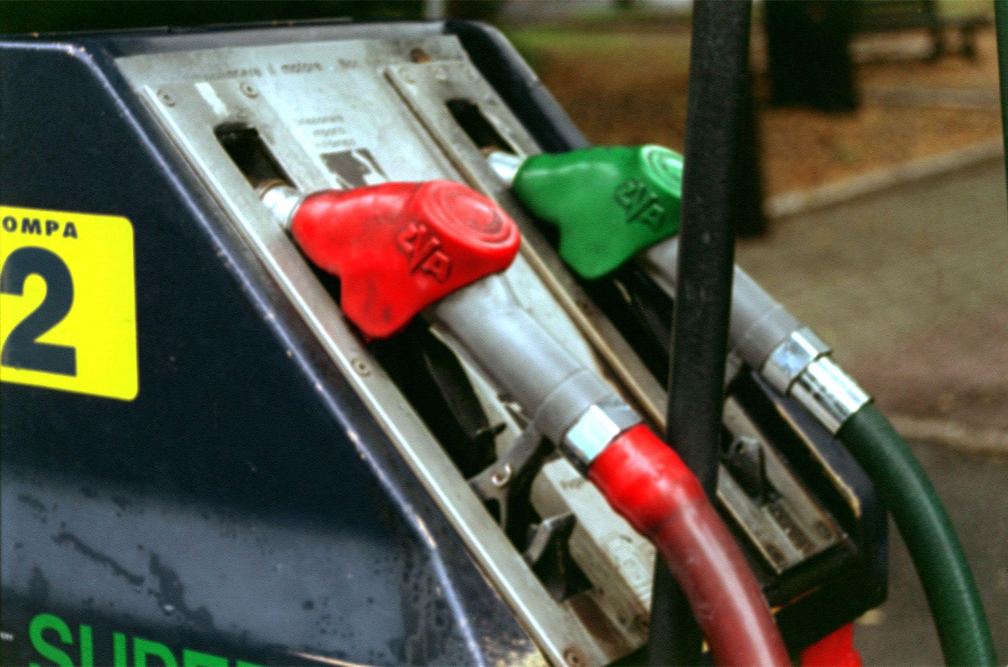 Benzina sempre più costosa per i rialzi del prezzo del petrolio