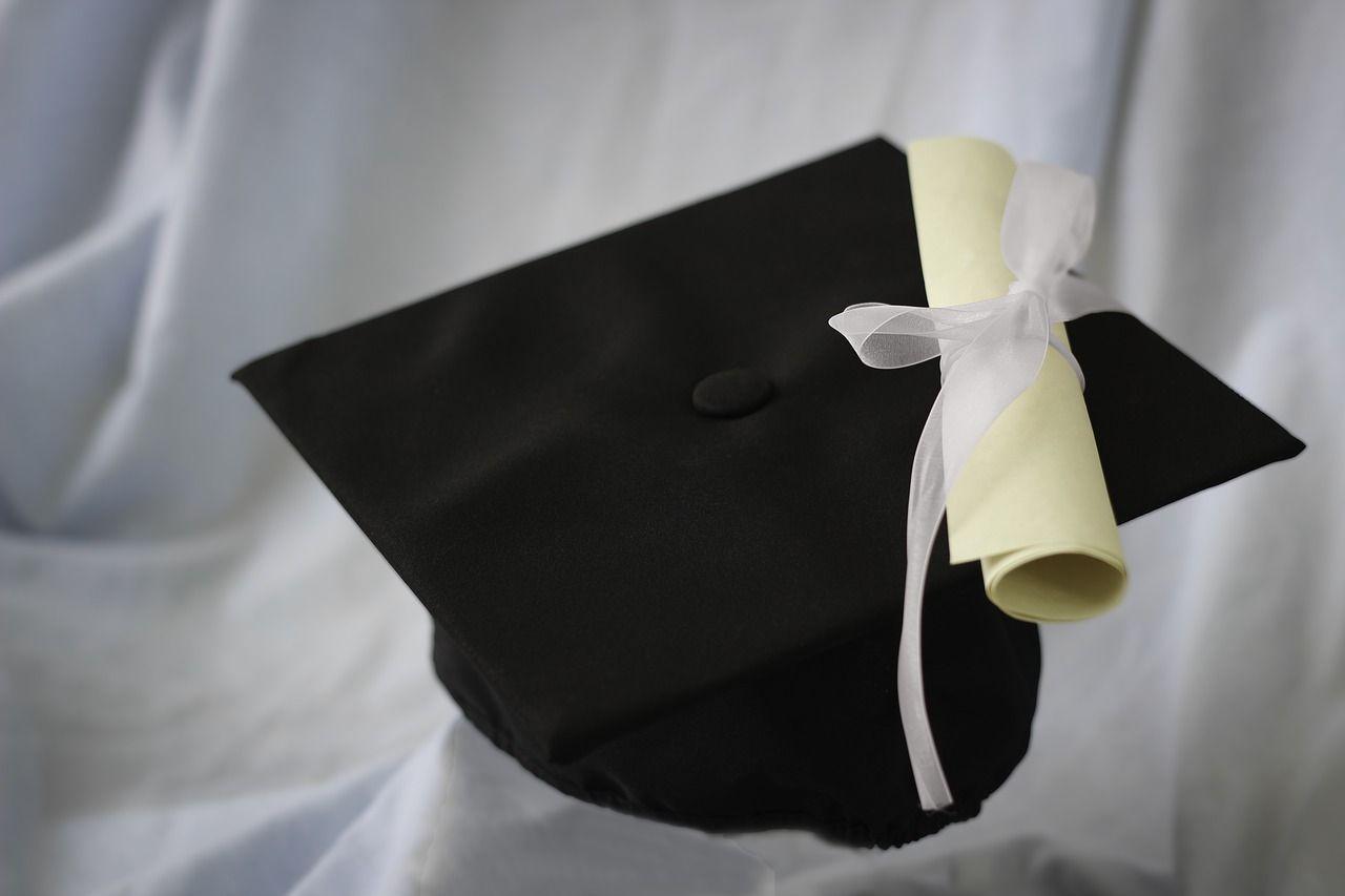 Si laurea a 82 anni in Filosofia: 'Così ritroverò mia moglie morta'