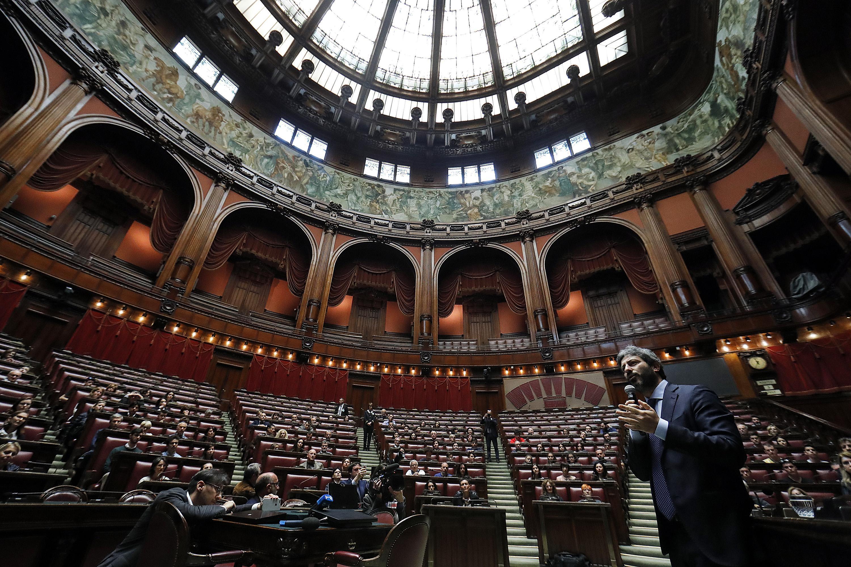 Montecitorio: svastica e frasi naziste incise sul bagno dei deputati