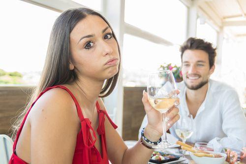 L'appuntamento non va bene e lui le manda il conto del ristorante
