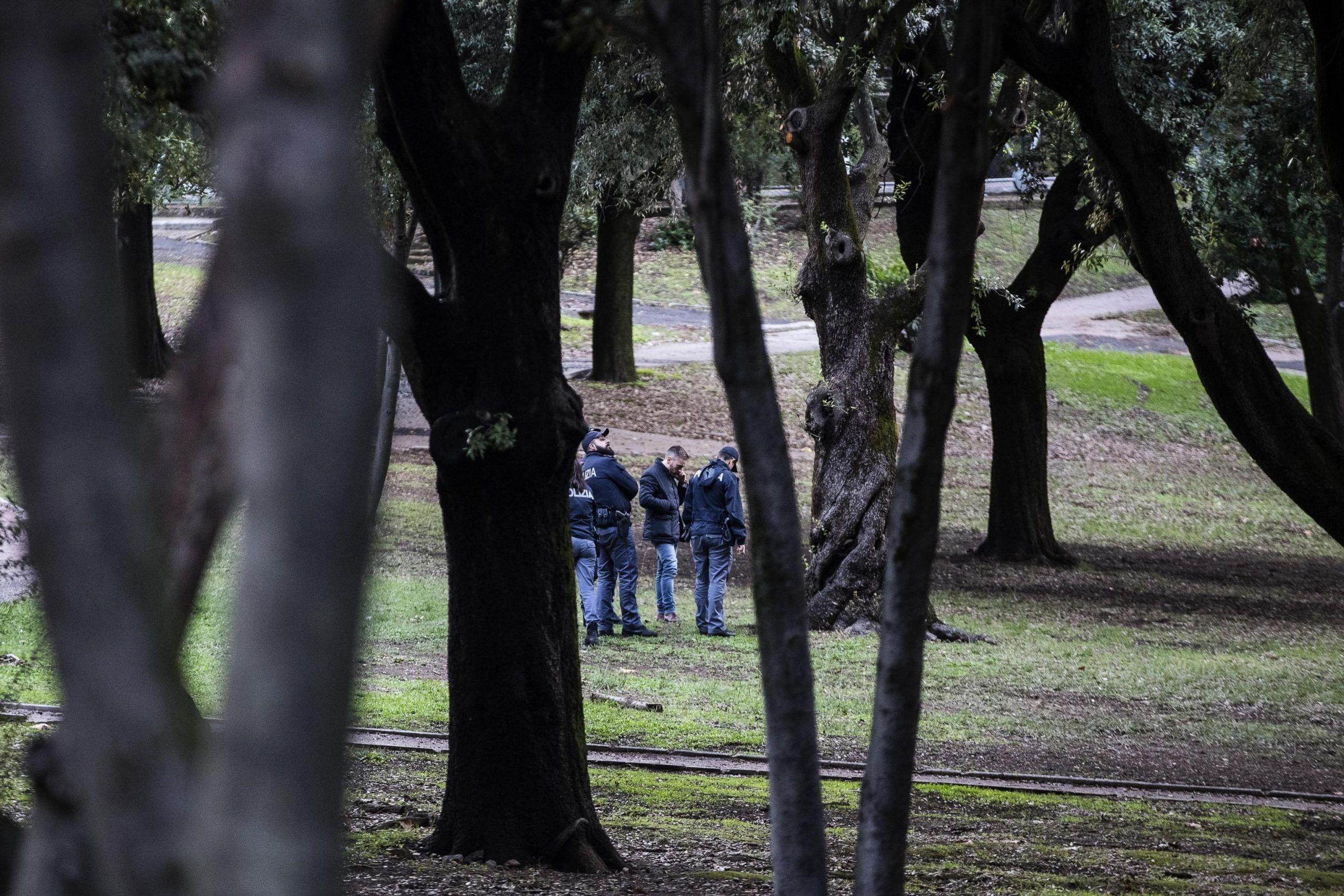 Cadavere ritrovato in parco a Roma